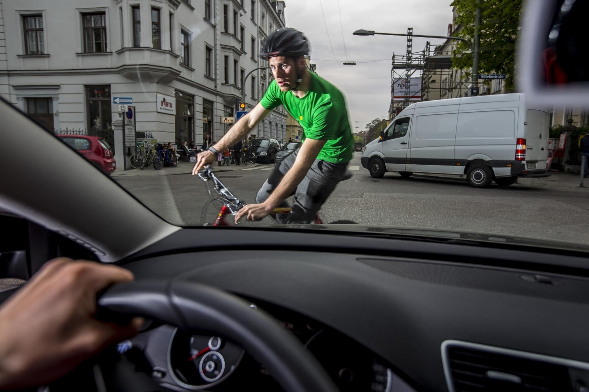 ADAC testet Fahrradhelme - Gut und günstig geht doch