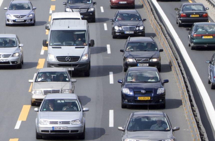 Noch bis Oktober lässt die Bundesanstalt für Straßenwesen den Verkehr auf deutschen Straßen zählen