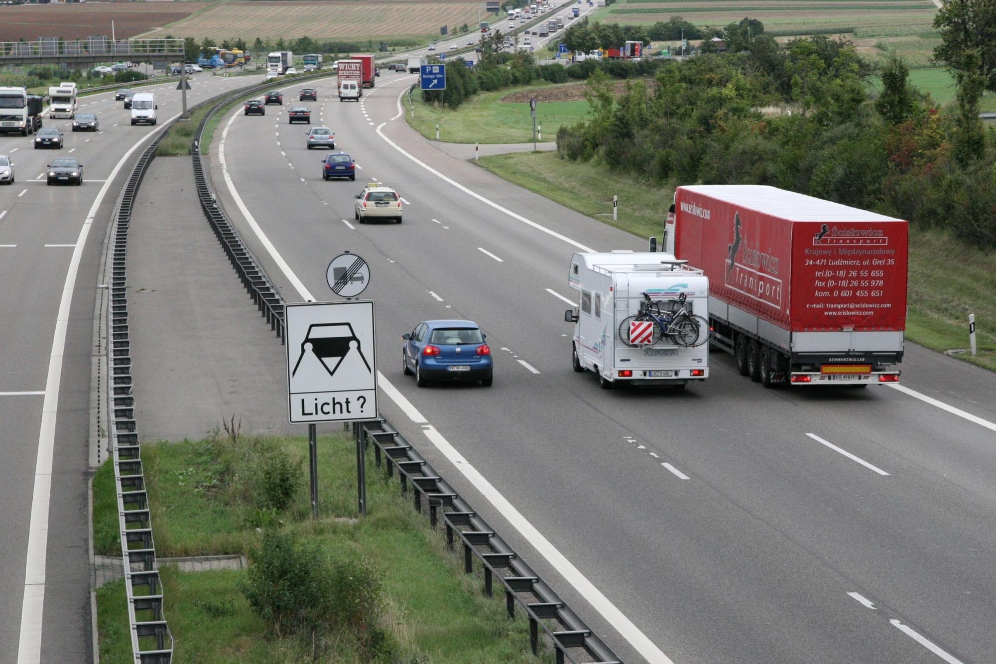 Neue Überhol-Regelung auf Schweizer Autobahnen - Linke Spur für bestimmte Fahrzeuge verboten
