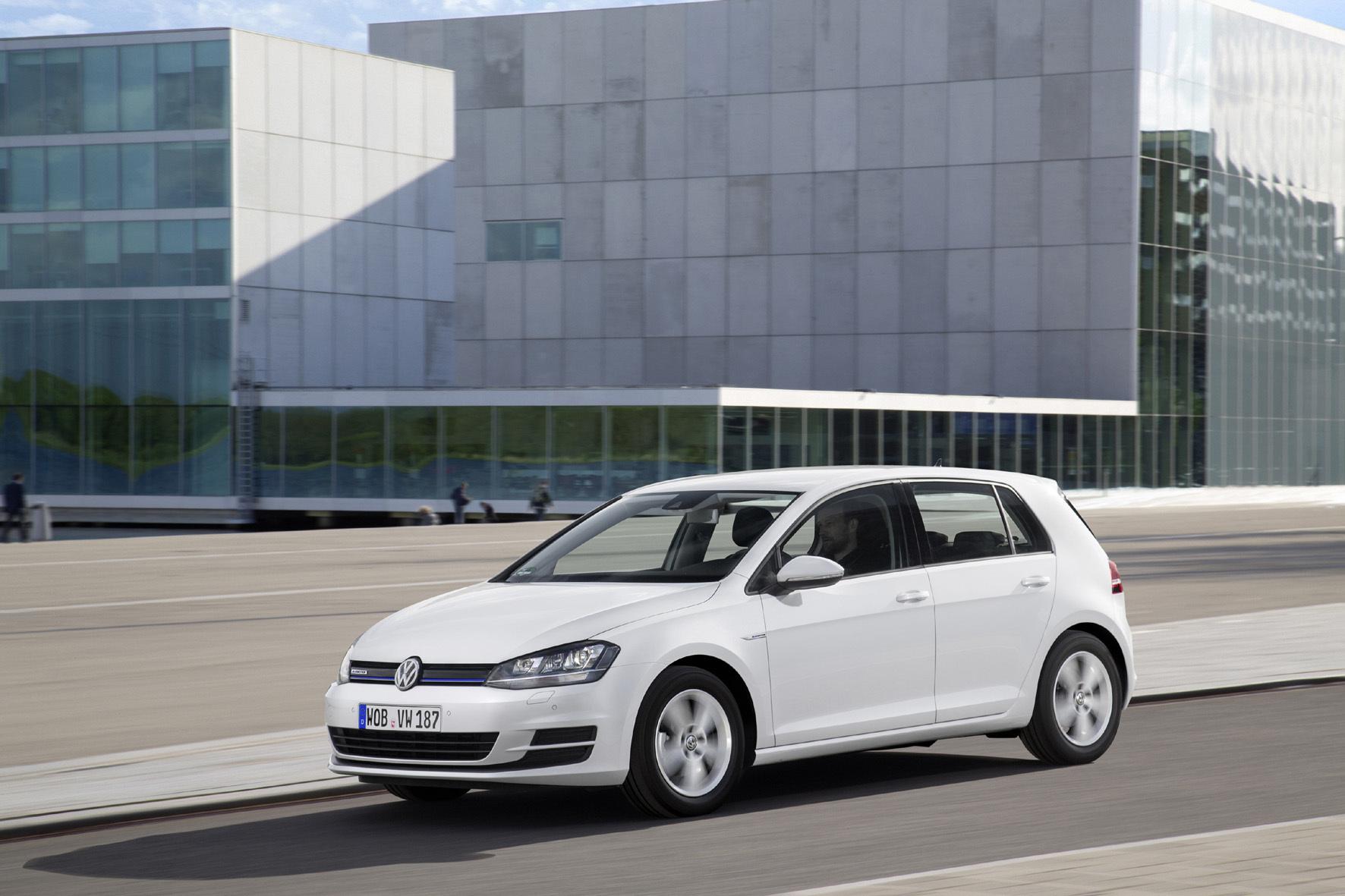 mid Stuttgart - Volkswagen arbeitet am Downsizing-Benzinmotor mit Abgasturbolader, der über verstellbare Turbinenleitschaufeln (VTG) verfügt.