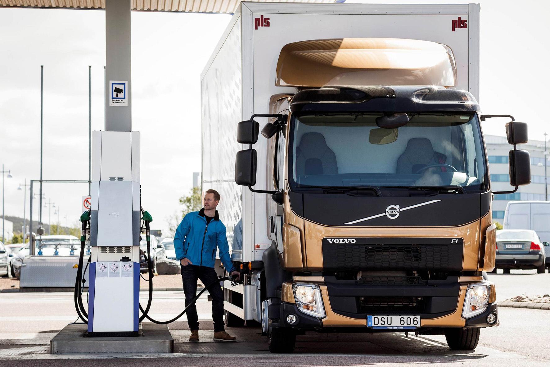 mid Ismaning - Fahrer von Volvo-Lkw mit Euro5-Motor können ihre Fahrzeuge jetzt mit dem Segen des Herstellers mit synthetischem Diesel betanken.