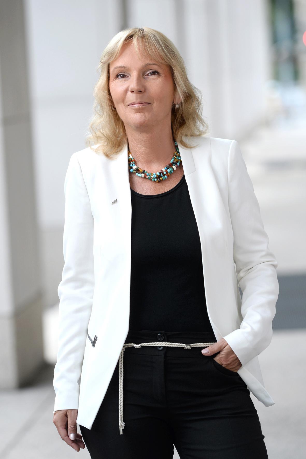 mid Düsseldorf - Jutta Bernhard tritt als neue Eigentümerin der Global Press Nachrichten-Agentur an.