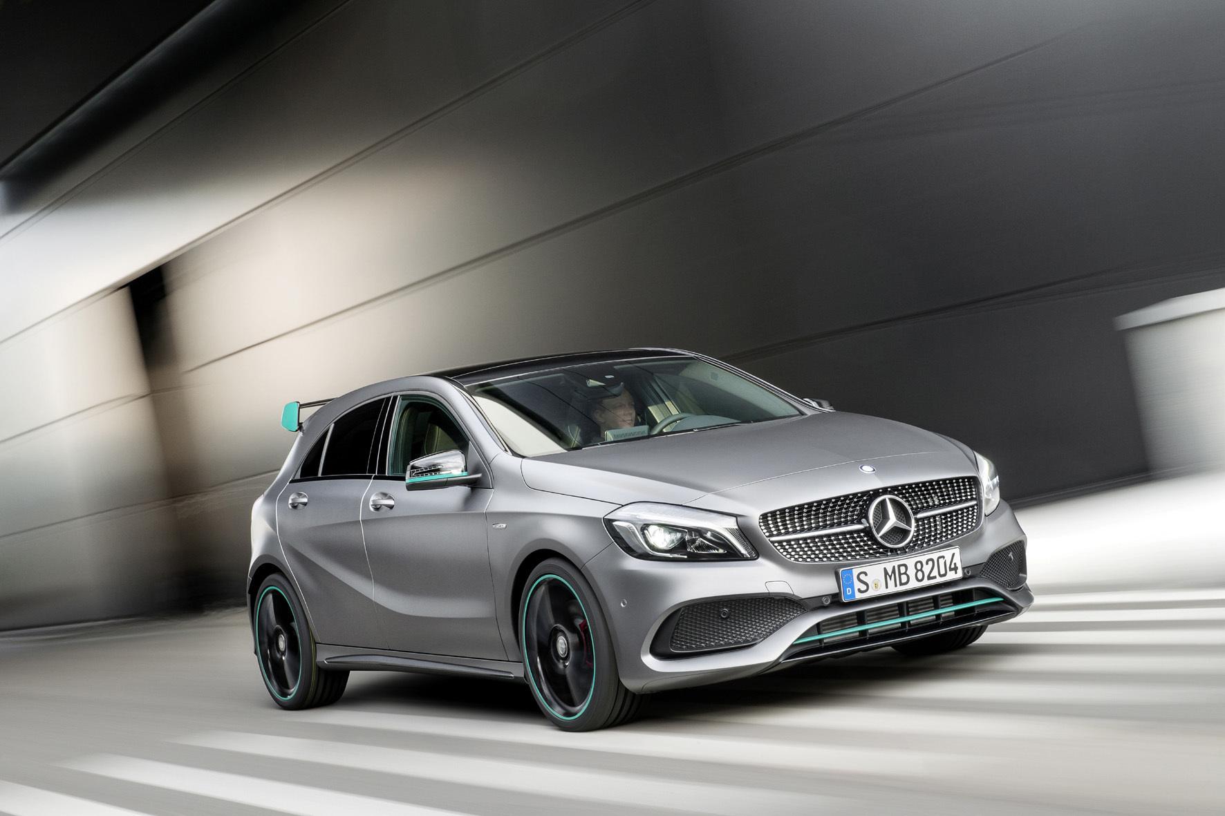"""mid Stuttgart - Facelift nach drei Jahren: Die Mercedes A-Klasse startet optisch fast unverändert aber mit überarbeiteten """"inneren Werten"""" in die zweite Lebenshälfte."""