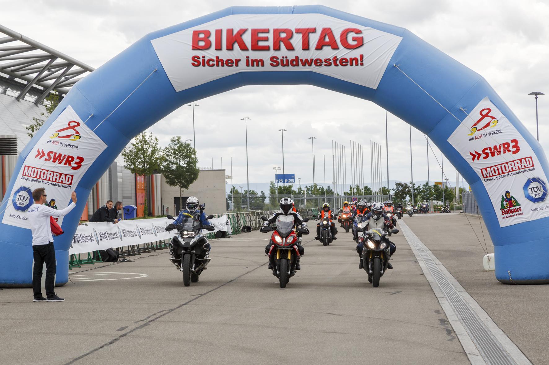 mid Düsseldorf - Rund 6.500 Motorrad-Fans kommen beim Biker-Tag auf ihre Kosten. Und sie können die neuesten Sicherheitssysteme aktiv erleben.