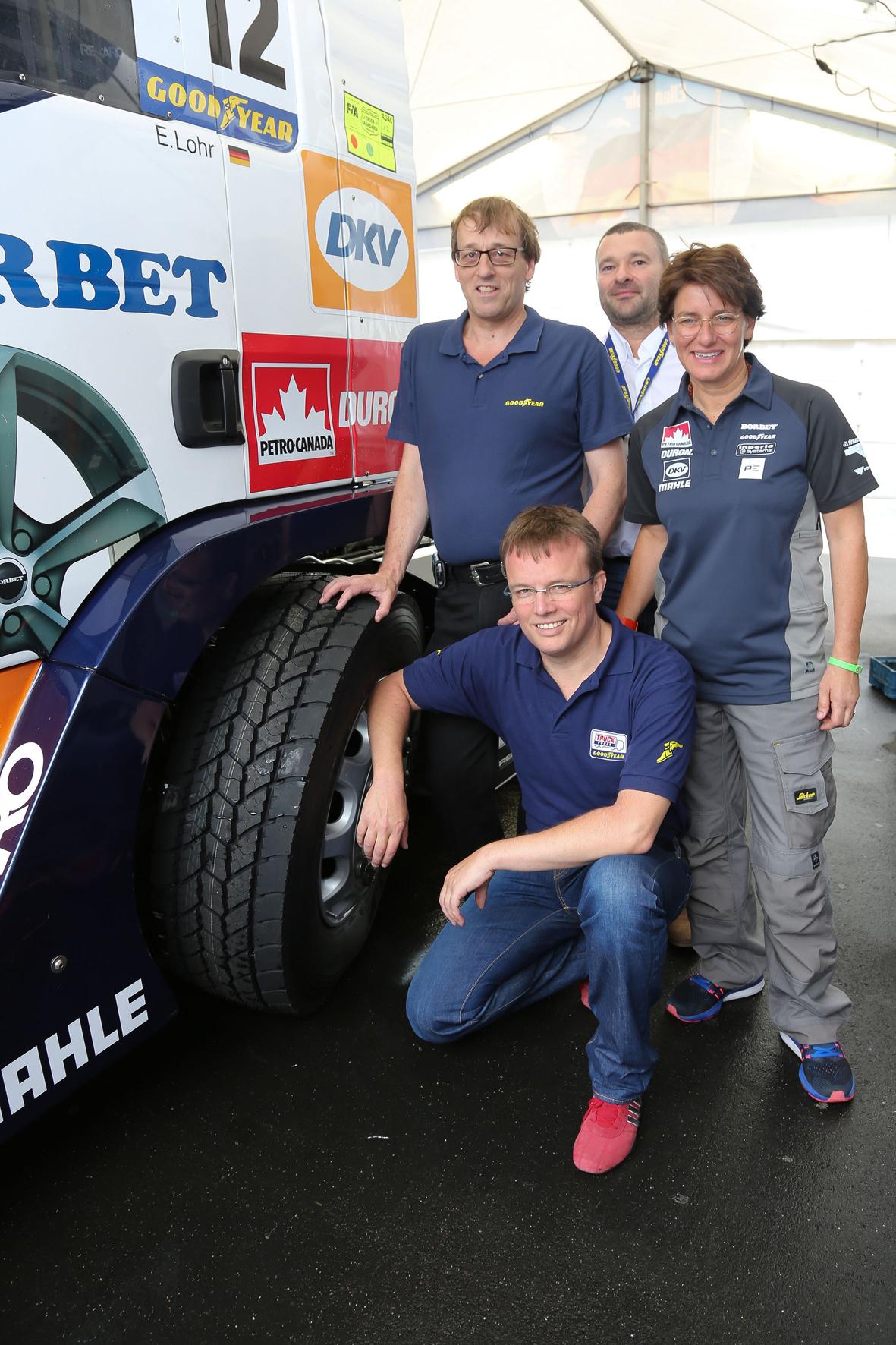 mid Hanau - Auf dem Truck-Grand-Prix auf dem Nürburgring wurde der Goodyear Ultra Grip Max T vorgestellt. Mit dabei war auch Renn-Lkw-Pilotin Ellen Lohr (ganz rechts).