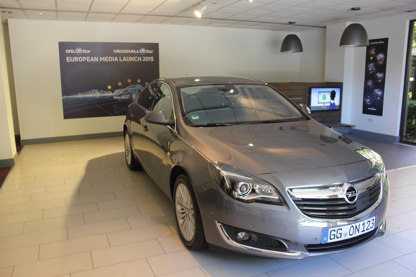"""mid London - Opel führt bei allen Modellen das """"OnStar""""-System ein. Es beinhaltet sowohl einen automatischen und manuellen Notruf als auch viele Service und Komfort-Funktionen."""