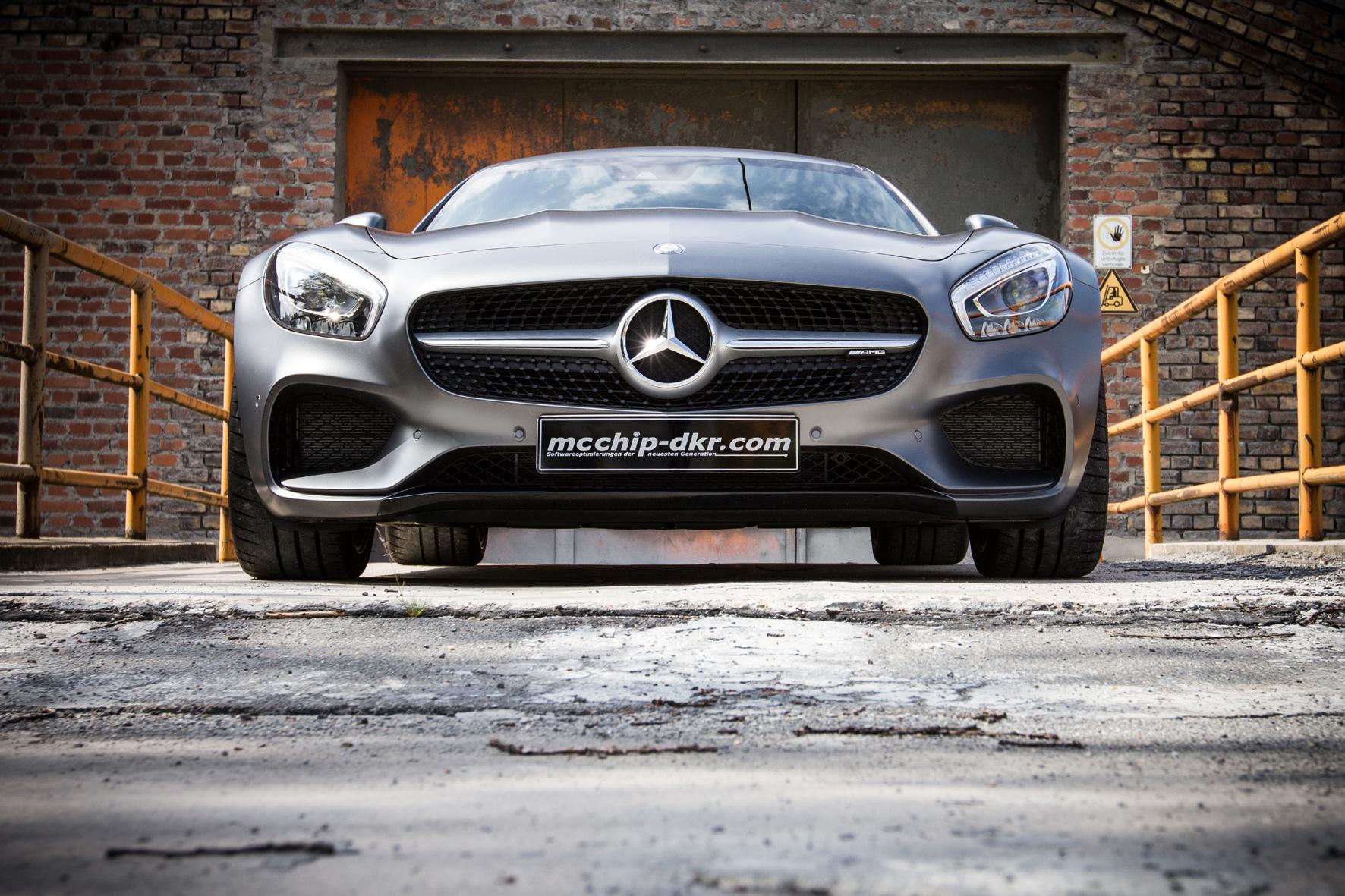 mid Düsseldorf - Leistungskur für den Mercedes-AMG GT: mcchip-dkr bringt den Sportwagen durch Änderungen in der Fahrzeug-Elektronik auf 320 km/h Topspeed.