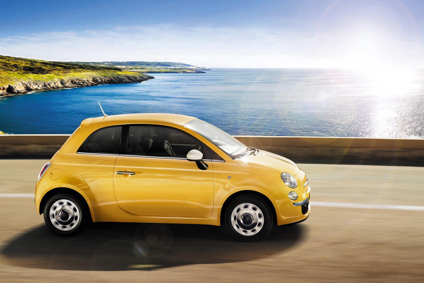 mid Düsseldorf - Der Fiat 500 fährt im Juni mit 3.742 neuen Autos in Deutschland an die Spitze der Zulassungs-Charts in seiner Klasse.
