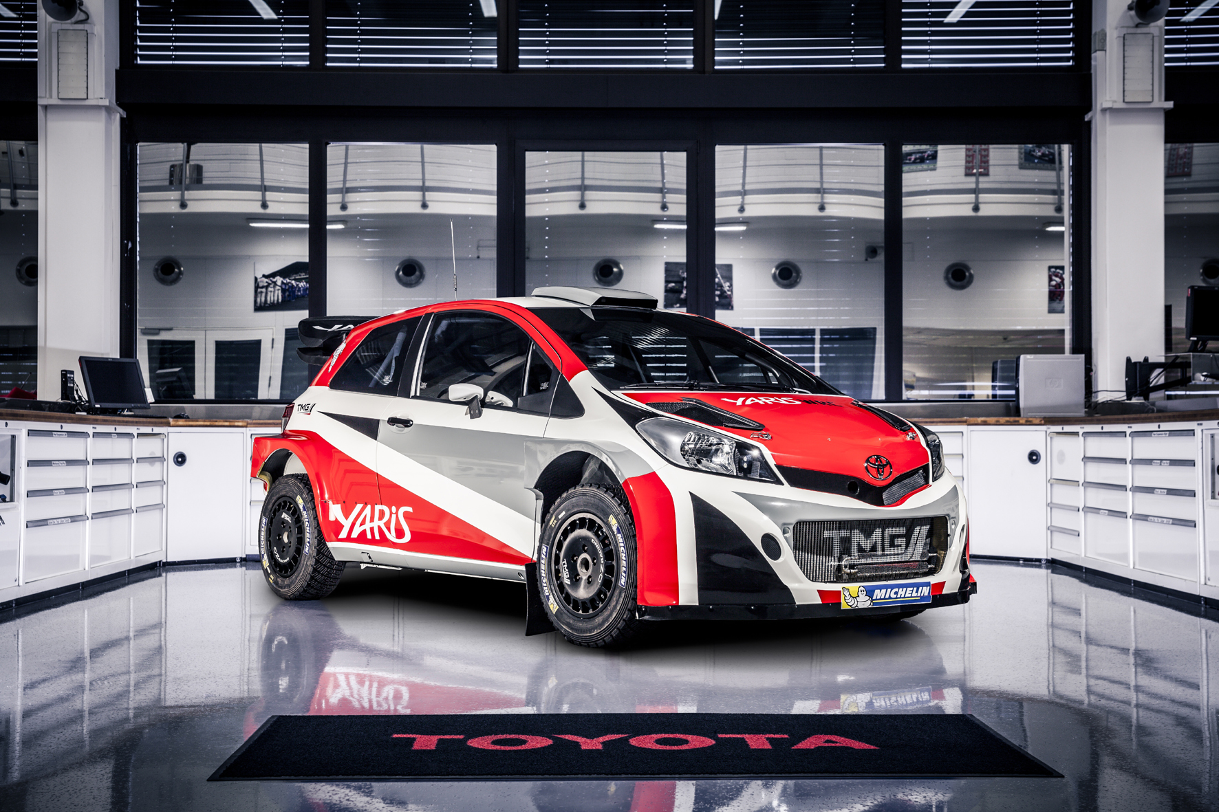mid Düsseldorf - Das Toyota-Einsatzfahrzeug für die WRC ab 2017: der Yaris WRC.