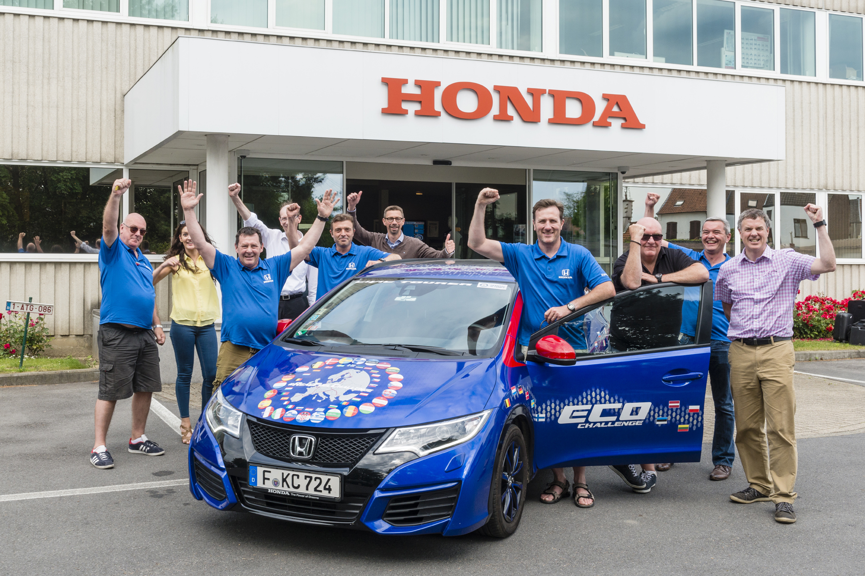 mid Düsseldorf - So sehen Sieger aus: Mit dem Civic Tourer bricht Honda einen Rekord in puncto Kraftstoffeffizienz.