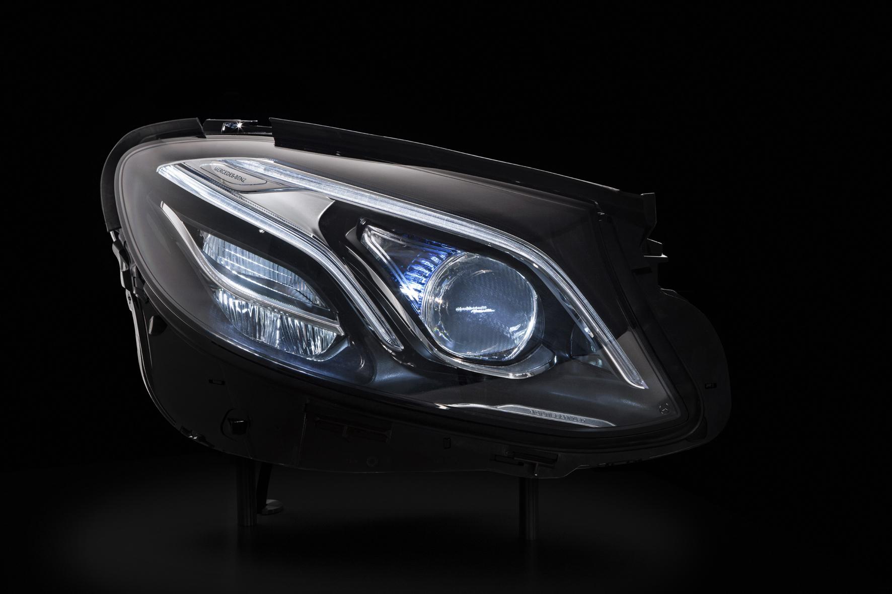 mid Düsseldorf - In jedem LED-Scheinwerfer der künftigen Mercedes E-Klasse sind 84 Leucht-Dioden eingebaut.