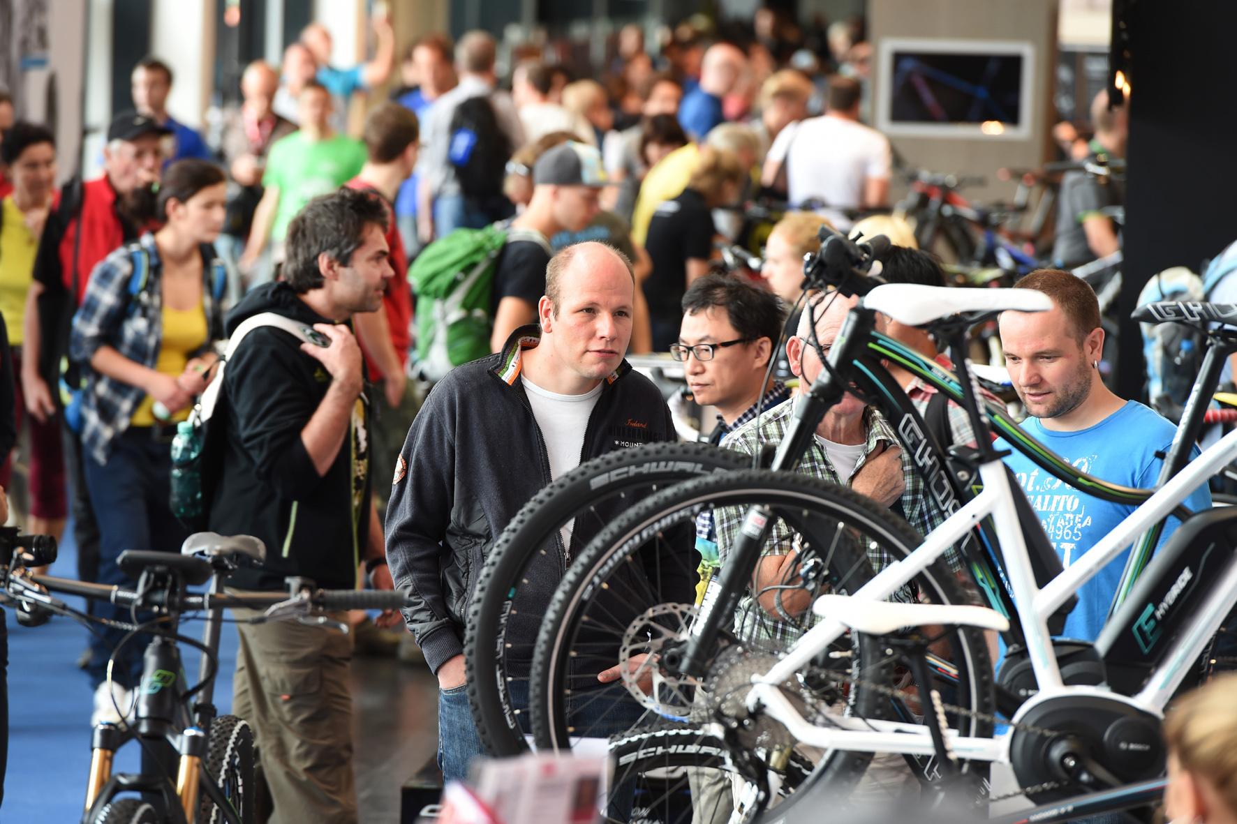 mid Düsseldorf - Ende August zeigt die Fahrrad-Branche auf der Eurobike in Friedrichshafen die gesamte Vielfalt des Angebots.