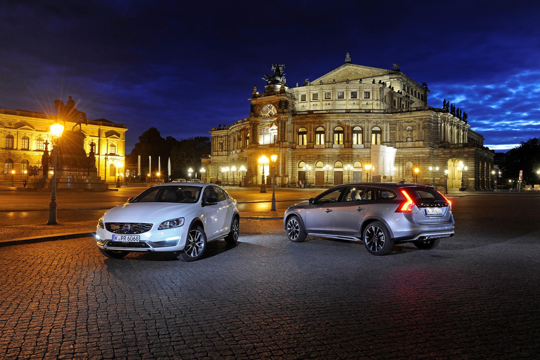 mid Dresden - Offroad-Optik für Volvos Mittelklasse: die Cross-Country-Modelle des S60 (links) und V60.