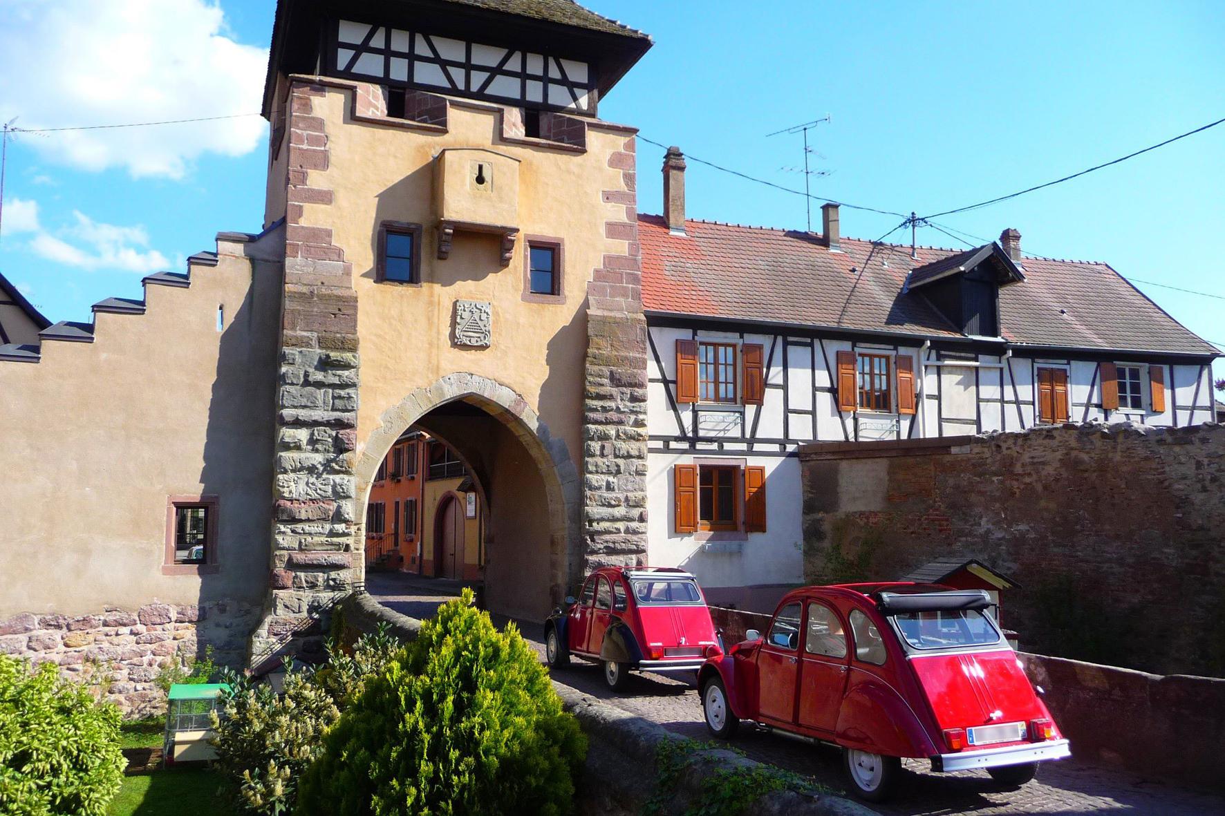 mid Colmar - Buchbare Nostalgie-Tour mit dem kultigen Citroen 2 CV in und um Colmar.