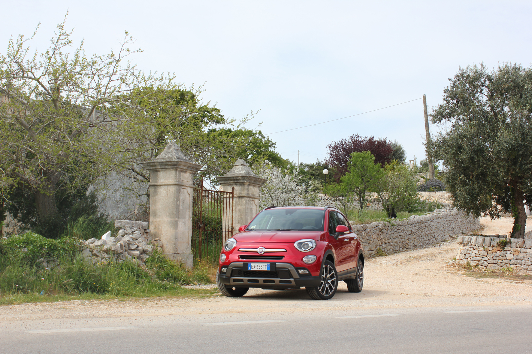 mid Düsseldorf - Mit dem kleinen SUV auf große Urlaubsfahrt? Warum nicht, Platz und Komfort bietet der Fiat 500X jedenfalls genug.
