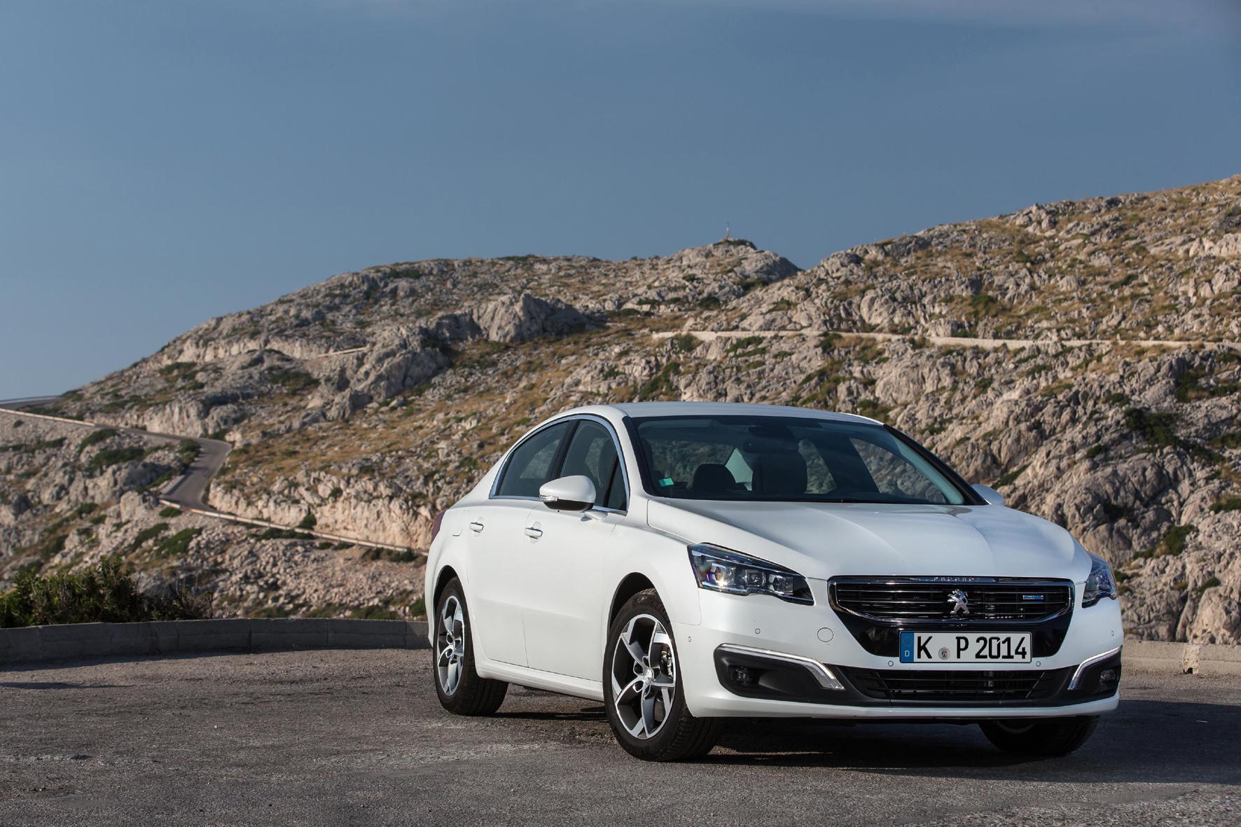 """mid Düsseldorf - Die Diesel-Topmotorisierung für den 508 bietet Peugeot nun auch für die mittlere Ausstattungslinie """"Allure"""" an."""