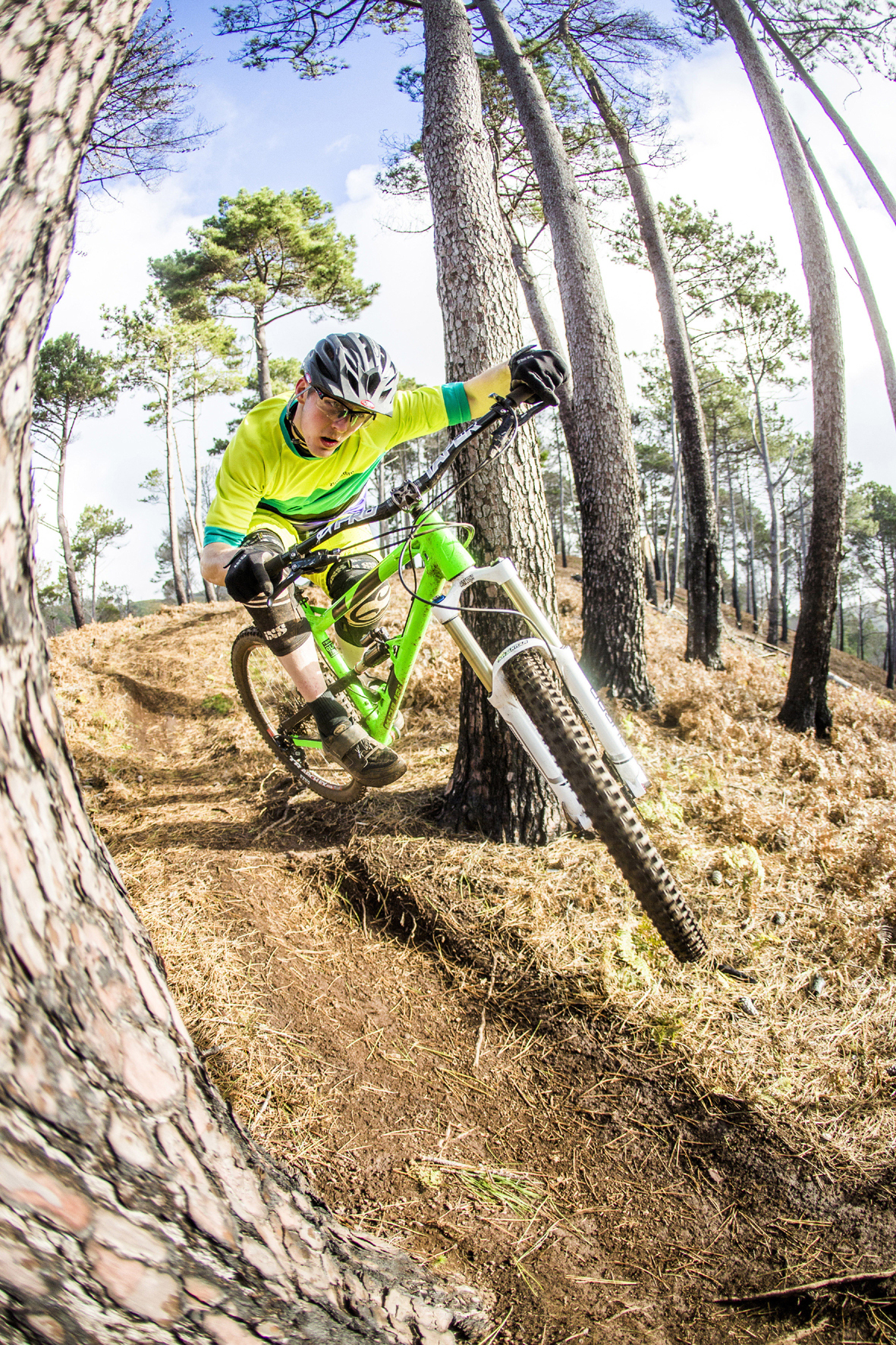 mid Düsseldorf - Der Trend zu Trail- und Endurobikes stellt erhöhte Anforderungen an die Schutzkleidung der Extrem-Biker.