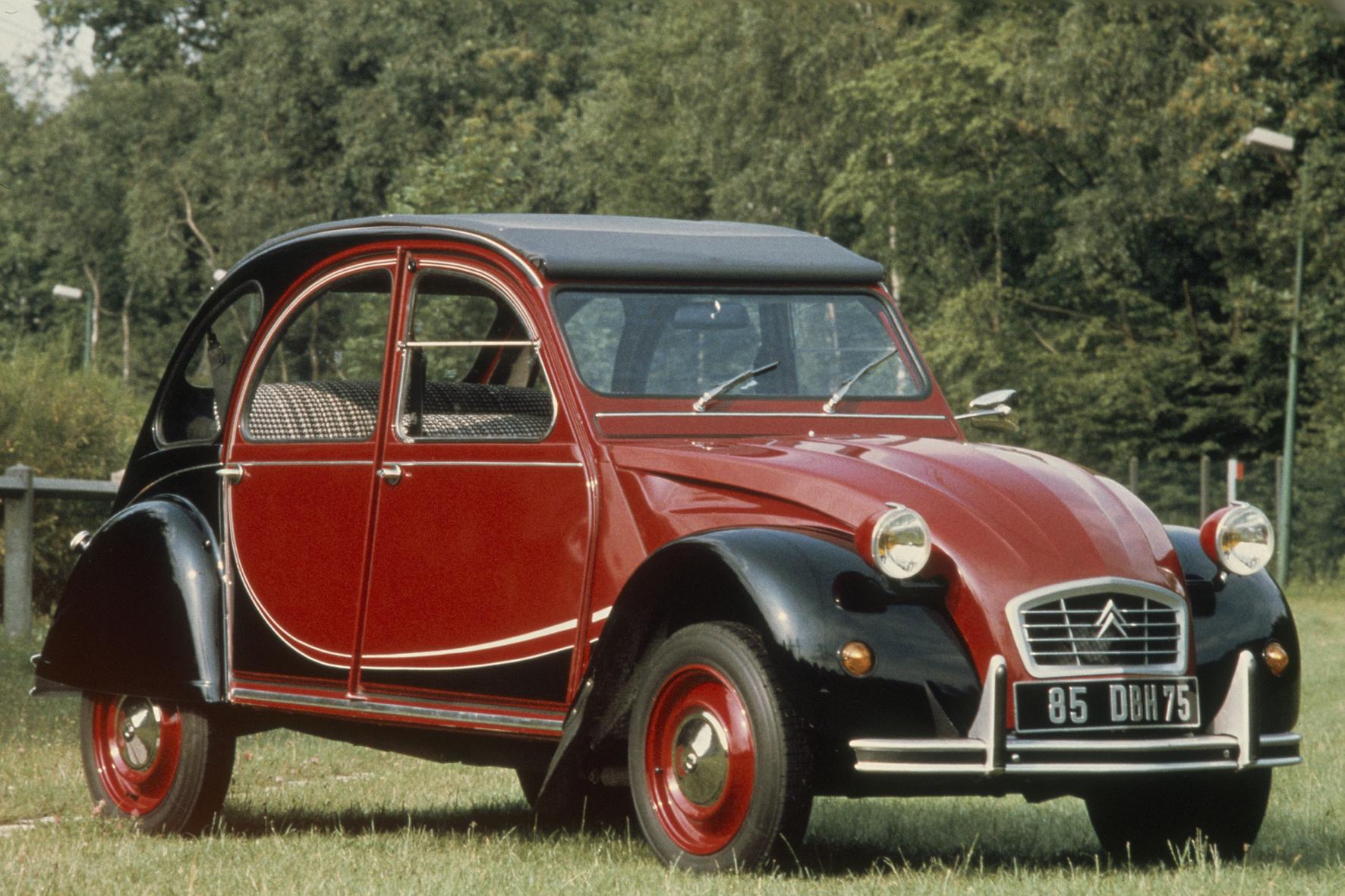 mid Düsseldorf - Über Jahrzehnte stand der Citroen 2CV wie auch der VW Käfer für die Erfüllung der Mobilitätsbedürfnisse von Millionen Menschen. Sie war einfach, günstig und in den Augen Vieler auch schick.