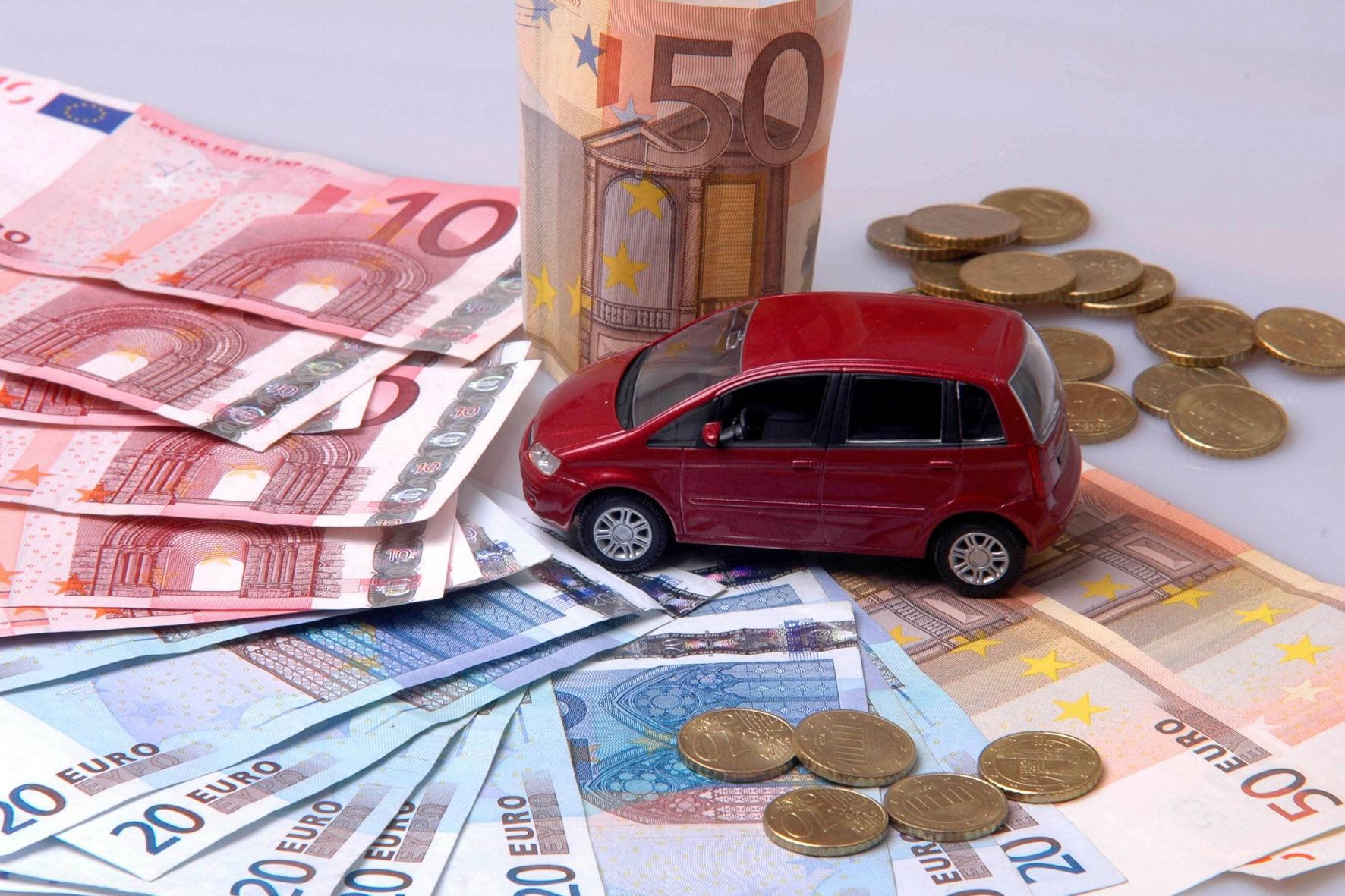 mid Düsseldorf - Elektroauto-Fahrer sparen bei der Kfz-Steuer deutlich, denn in den ersten zehn Jahren nach dem Kauf bezahlen sie dafür genau 0 Euro.