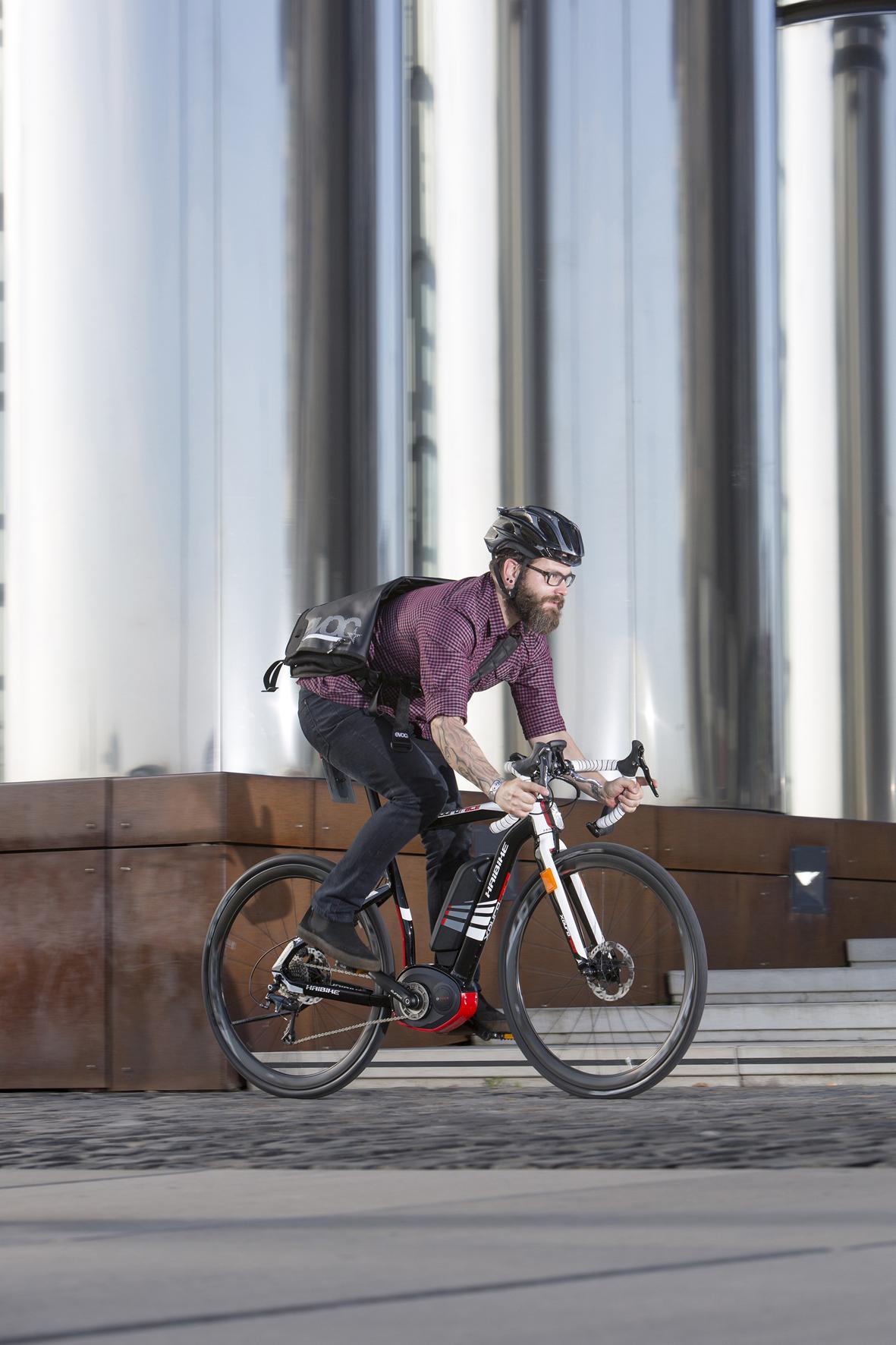 mid Düsseldorf - E-Bike, Pedelec oder S-Pedelec? Nicht jedes Fahrrad mit zusätzlichem Elektromotor ist gleich, und es gelten unterschiedliche Regeln. Die bis zu 45 km/h schnellen S-Pedelecs etwa gelten vor dem Gesetz als Kleinkraftrad.