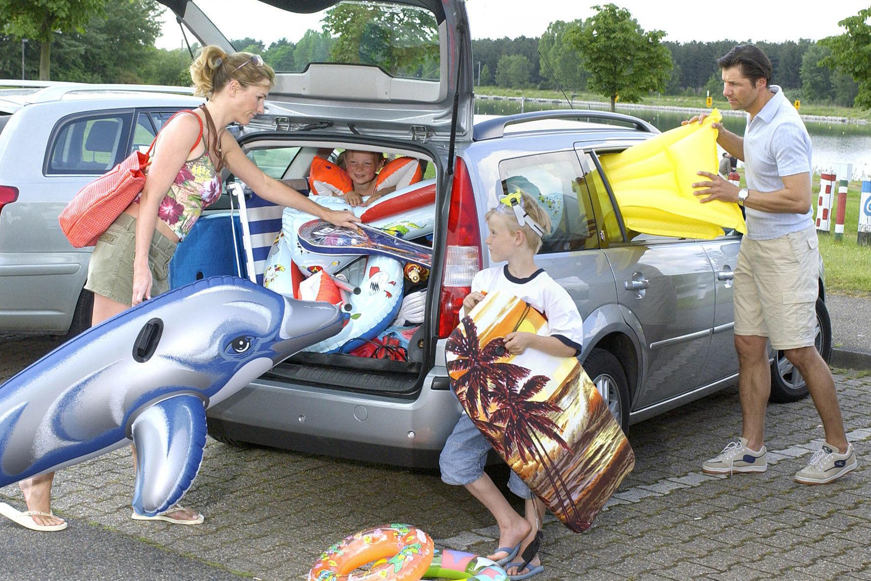 mid Düsseldorf - Vergnügungsfahrt oder Gequengel aus dem Fond des Autos: Auf der Fahrt in den Urlaub mit dem Pkw ist dafür das Unterhaltungsangebot für den Nachwuchs entscheidend.