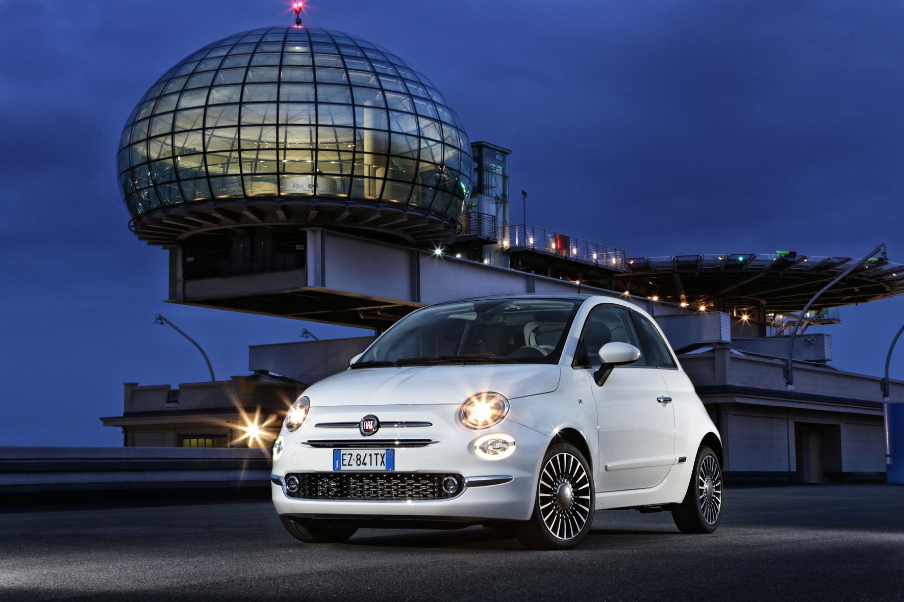 mid Frankfurt am Main - Leichten Retuschen an den Scheinwerfern, aber sonst ganz der Alte: der modellgepflegte Fiat 500.