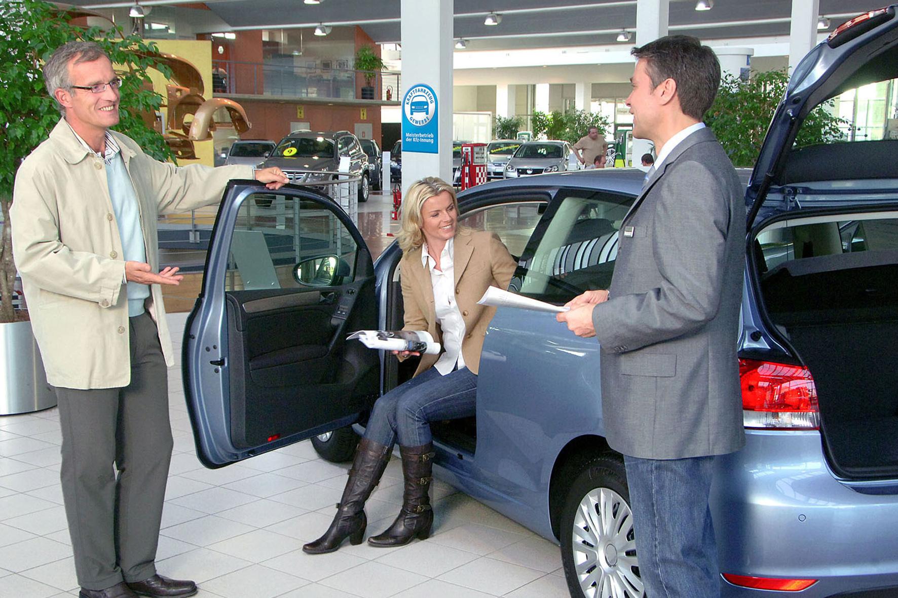 mid Düsseldorf - Autohändler in Deutschland gewähren momentan sehr hohe Rabatte beim Kauf eines Pkw.