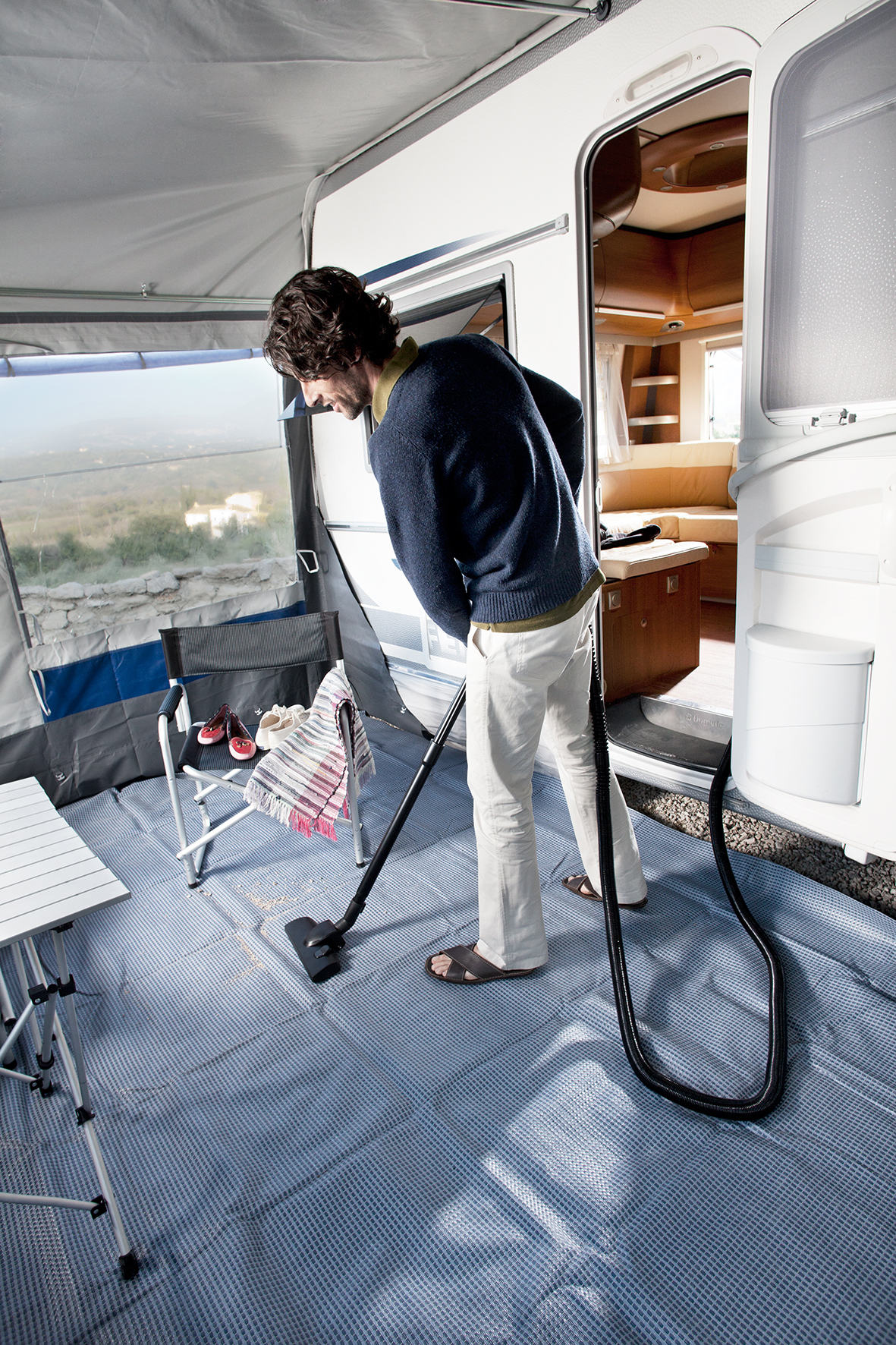 mid Düsseldorf - Für die Reinigung des Wohnmobils sind eingebaute zentrale Staubsaugersysteme eine effektive und praktische Lösung.