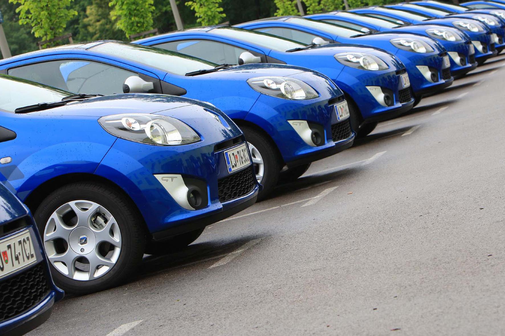 mid Düsseldorf - Sommerhoch: Der deutsche Pkw-Markt ist im Juli 2015 um 7,4 Prozent gegenüber dem Vorjahresmonat gewachsen.