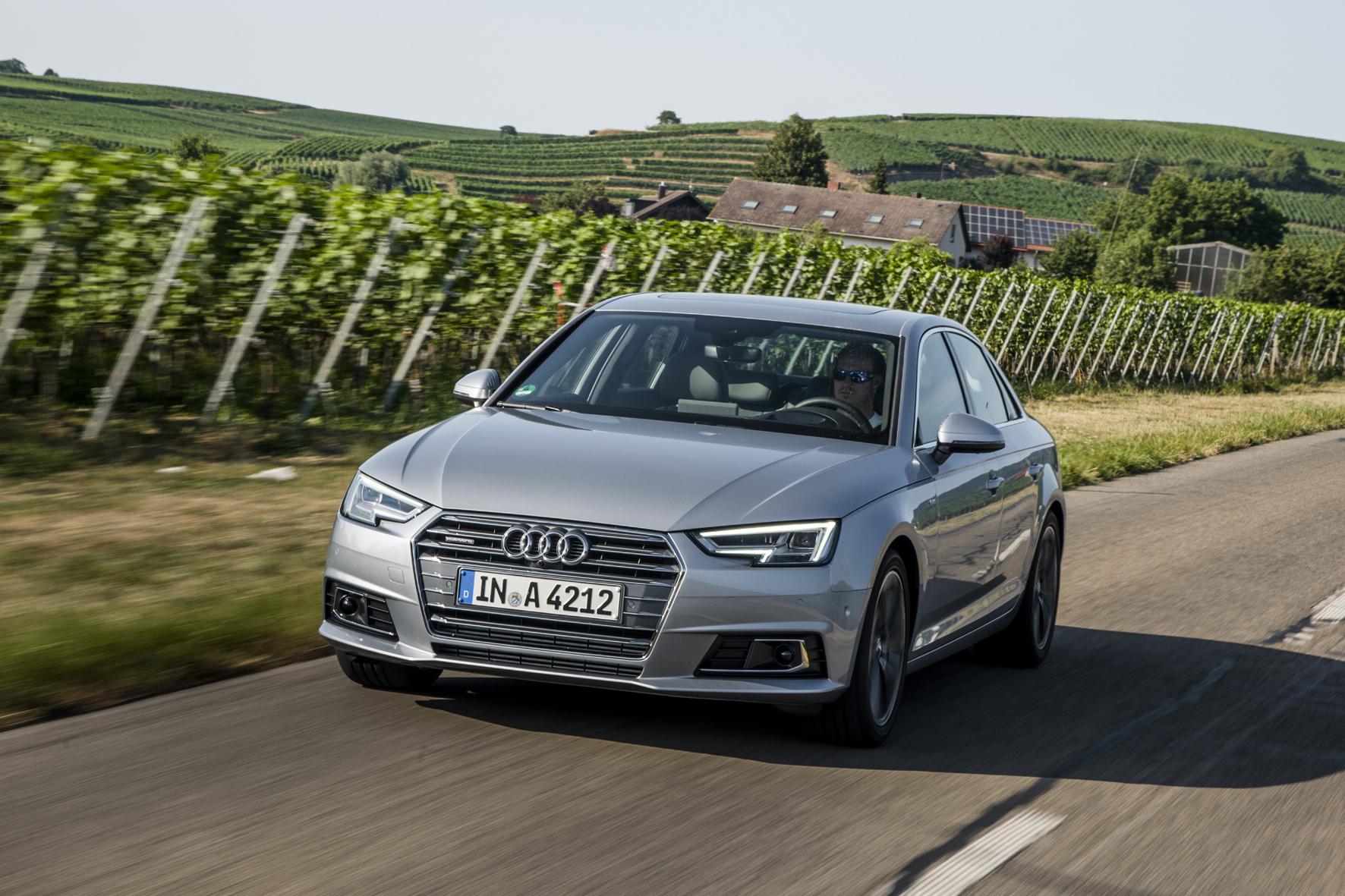 mid Düsseldorf - Schluss mit Downsizing: Statt immer kleinerer Motoren erhöht Audi den Hubraum beim neuen A4-Benziner sogar von 1,8 Liter auf 2,0 Liter.