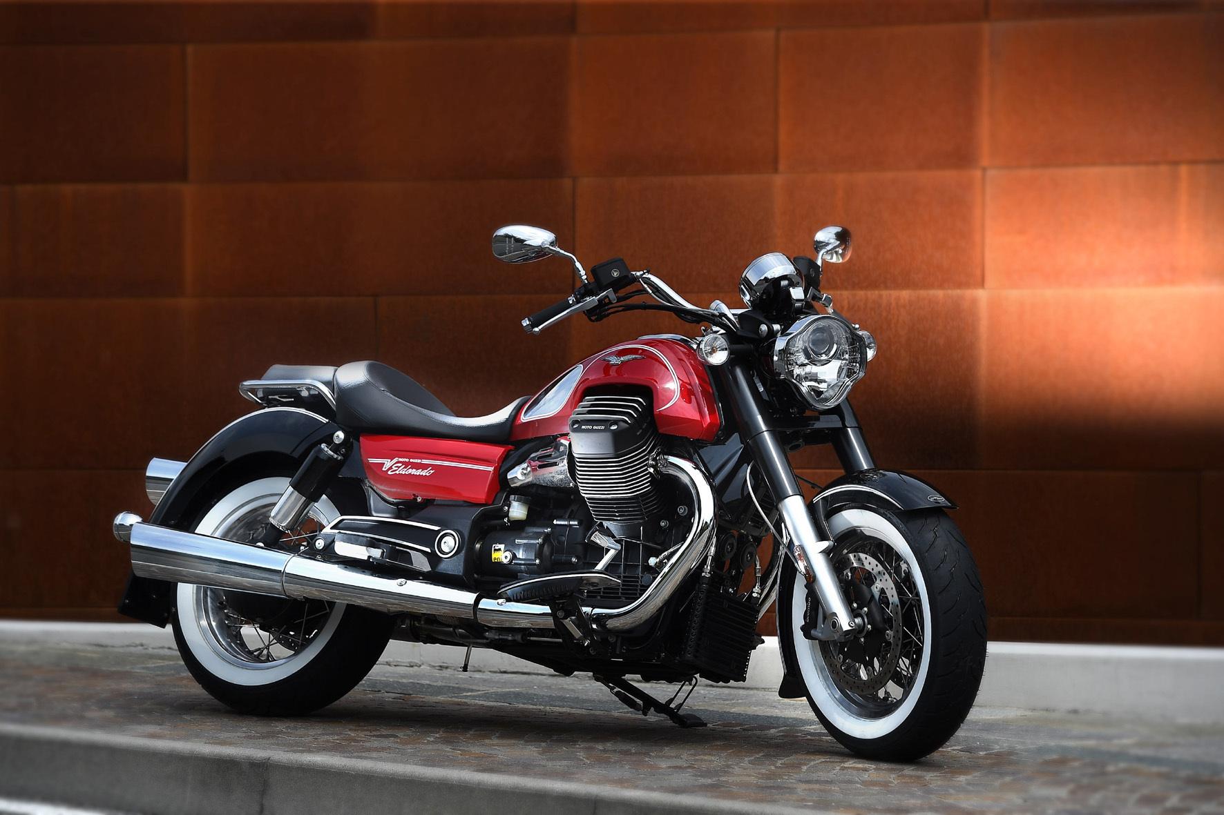 mid Mandello del Lario/Italien - Weißwandreifen, Speichenräder und massig Chromelemente: Die neue Moto Guzzi Eldorado kommt schon im Neuzustand wie ein waschechter Klassiker daher.