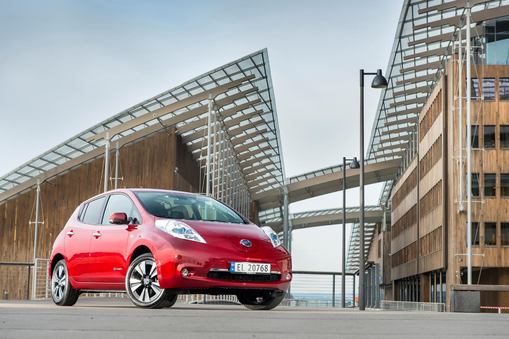 mid Düsseldorf - Ein Elektro-Auto wie der Nissan Leaf muss viel und mit grüner Energie gefahren werden, um einen echten Beitrag für die Umwelt zu leisten.