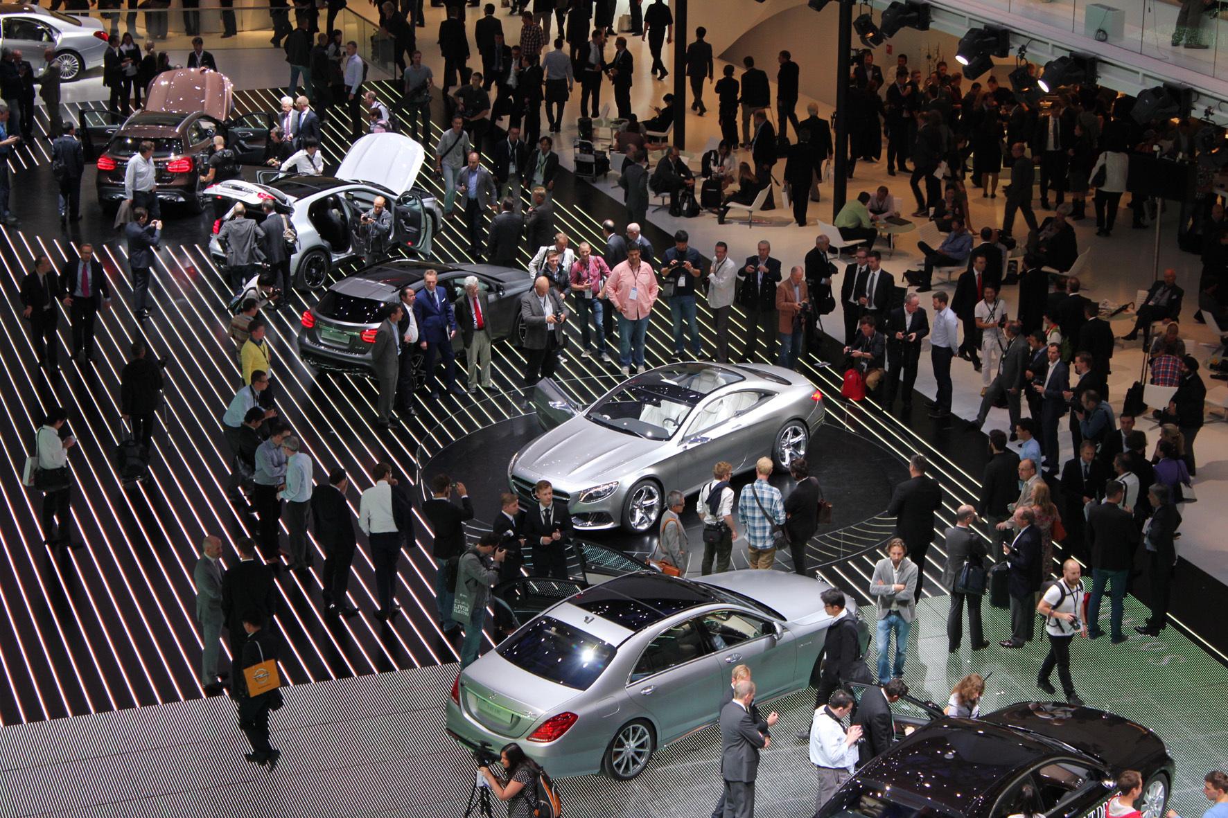 mid Düsseldorf - Auf der IAA in Frankfurt am Main sind nicht nur - wie hier - Autos zu sehen. Auch Neuheiten technischer Details werden präsentiert.