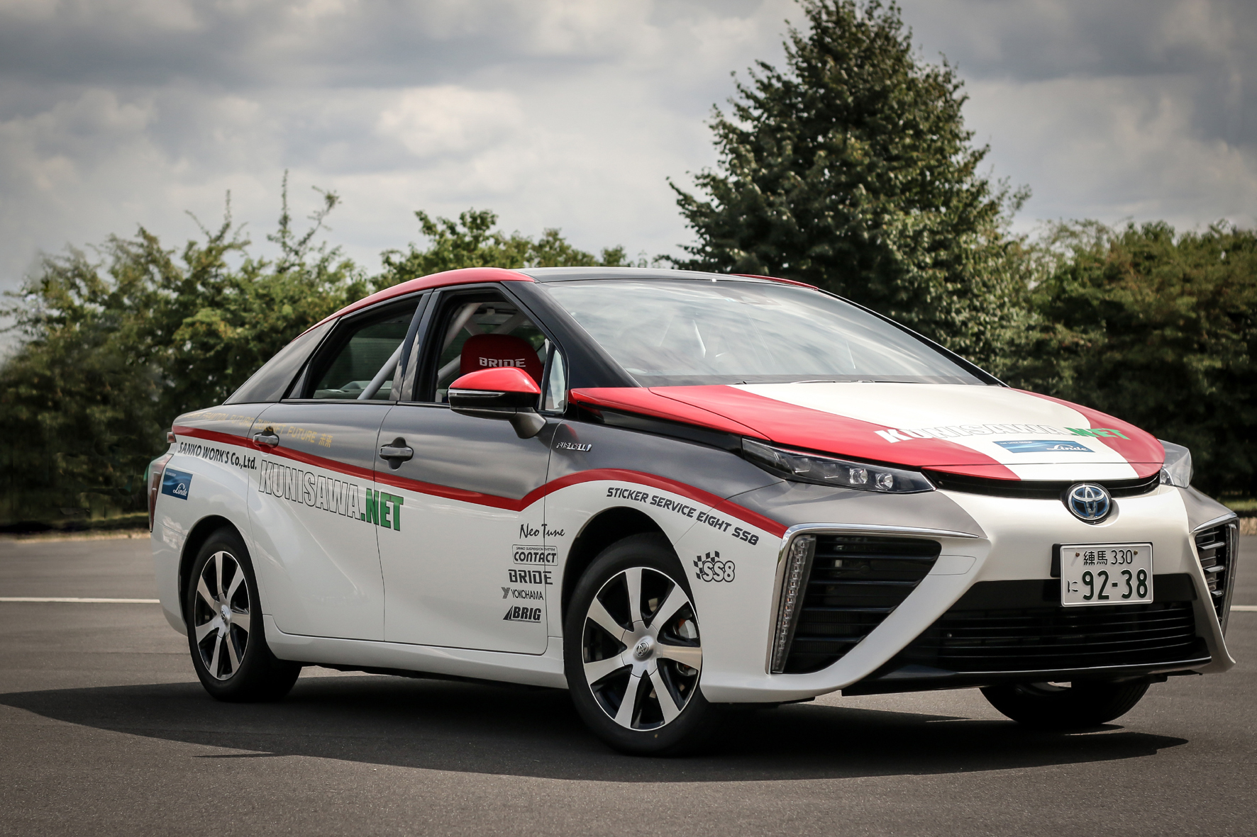 mid Düsseldorf - Als Vorausfahrzeug kommt der Toyota Mirai mit seinem Brennstoffzellenantrieb nun zur Premiere im Motorsport.