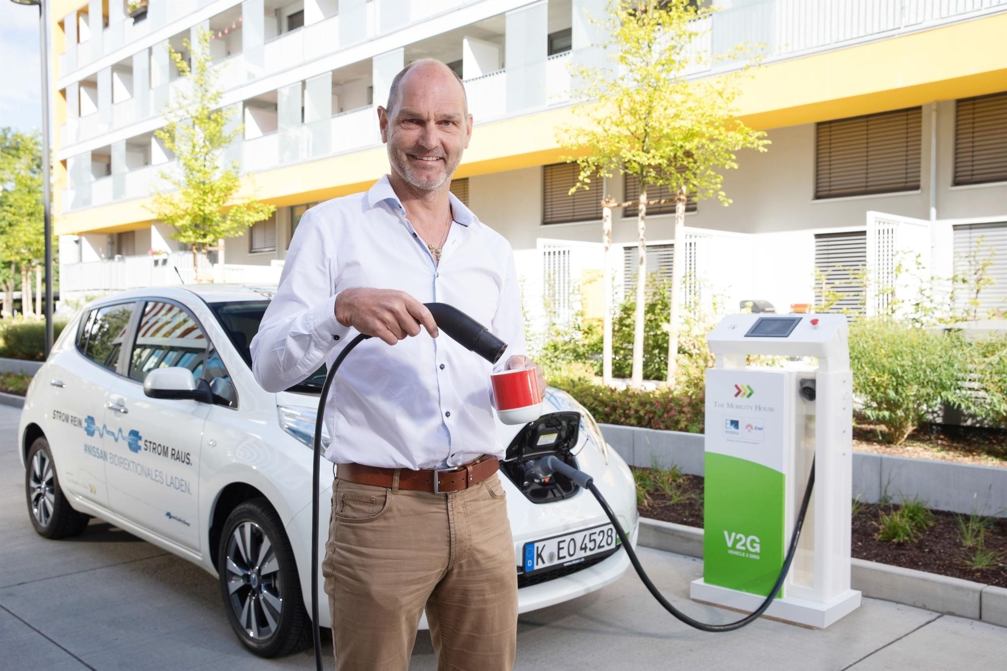 mid Düsseldorf - Wucht in Tassen: Die Energie zur Zubereitung des Kaffees spendet ein Elektroauto.