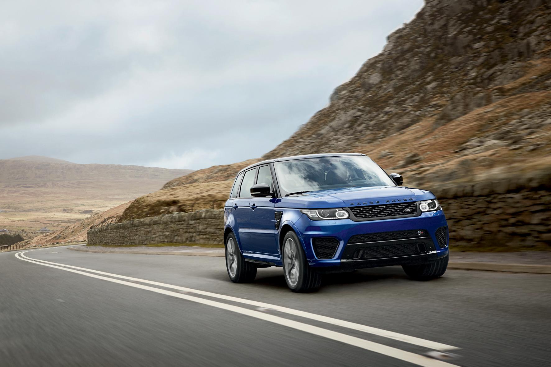 mid Düsseldorf - Der Range Rover Sport rollt jetzt ab Werk auf Goodyear-Reifen zum Kunden.