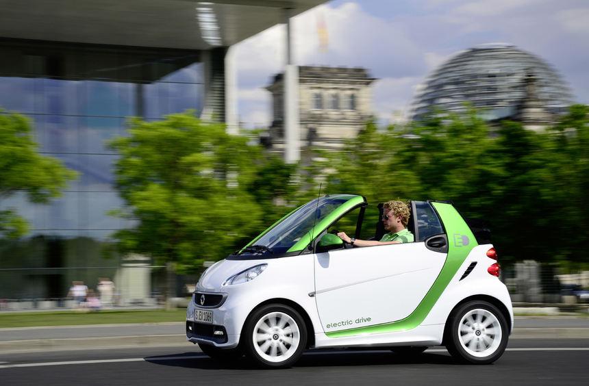 mid Düsseldorf - Elektroautos wie der E-Smart sind nicht gerade Klangwunder. Das soll sich jetzt ...