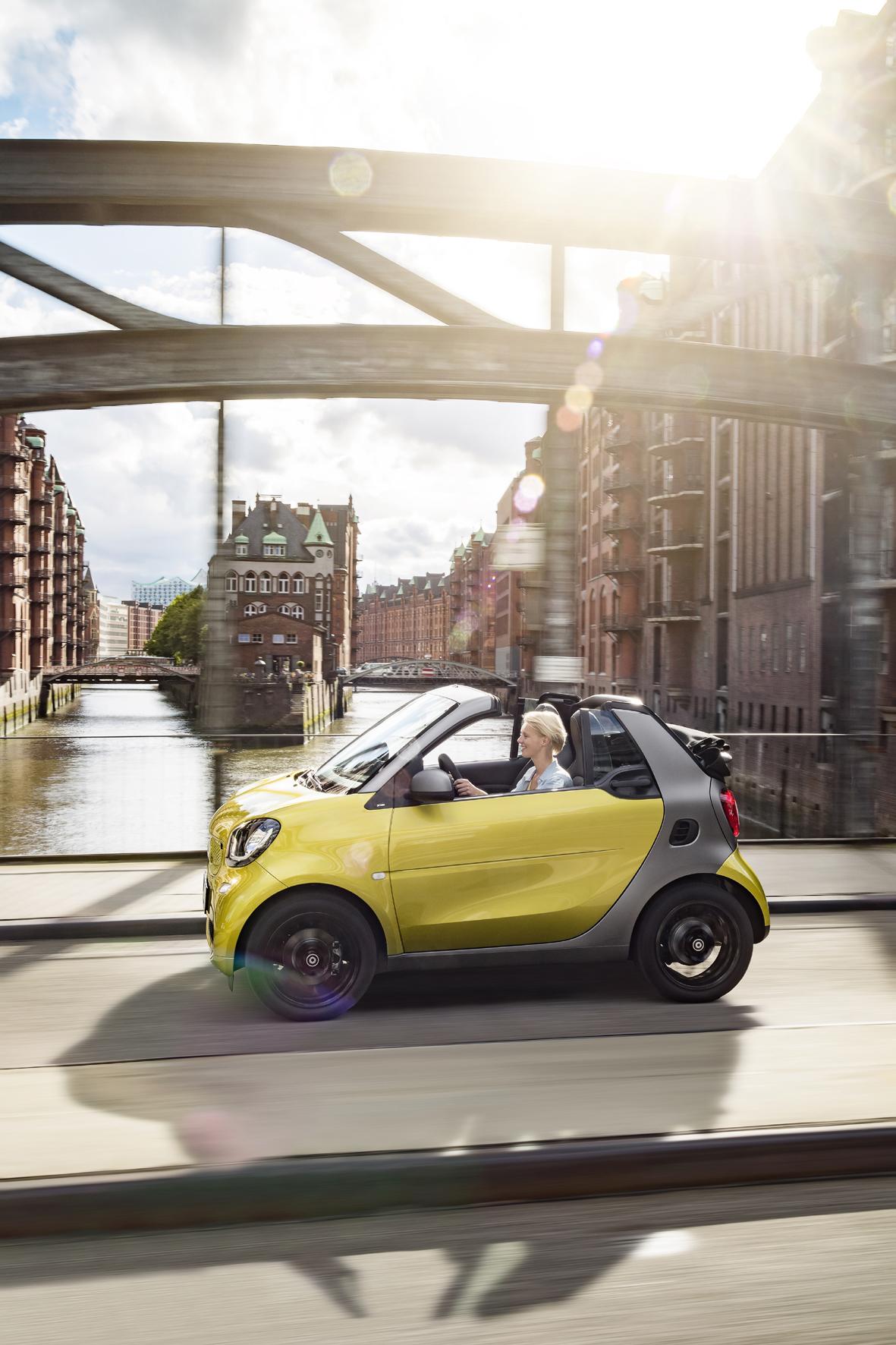 mid Düsseldorf - Das neue Smart Fortwo Cabrio feiert auf der IAA in Frankfurt am Main seine Weltpremiere und kommt im frostigen Februar 2016 zu den Händlern.