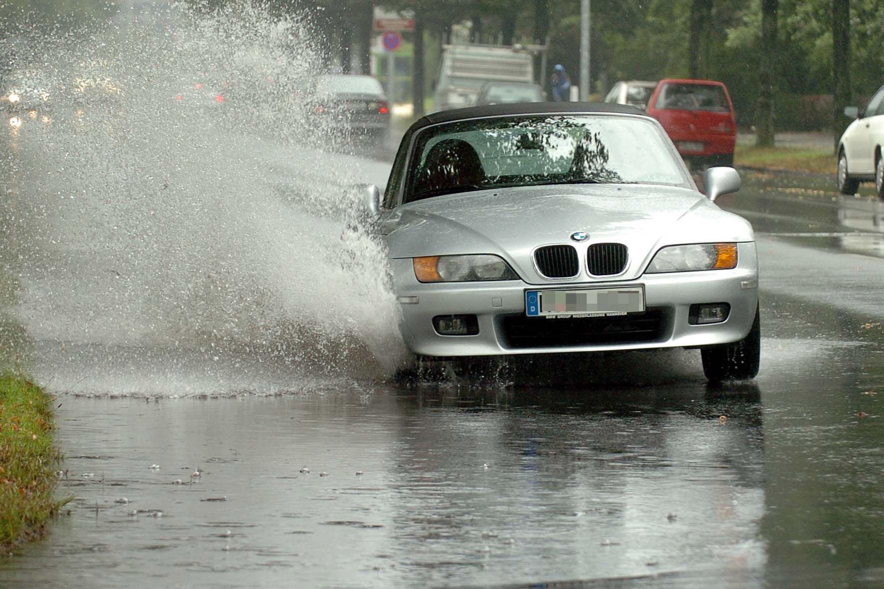 mid Düsseldorf - Mit der Wetter-App wäre das nicht passiert: Denn die informiert laufend über den Niederschlag, den wetterbedingten Straßenzustand und die Sichtverhältnisse auf der geplanten Reise- oder Fahrtroute.