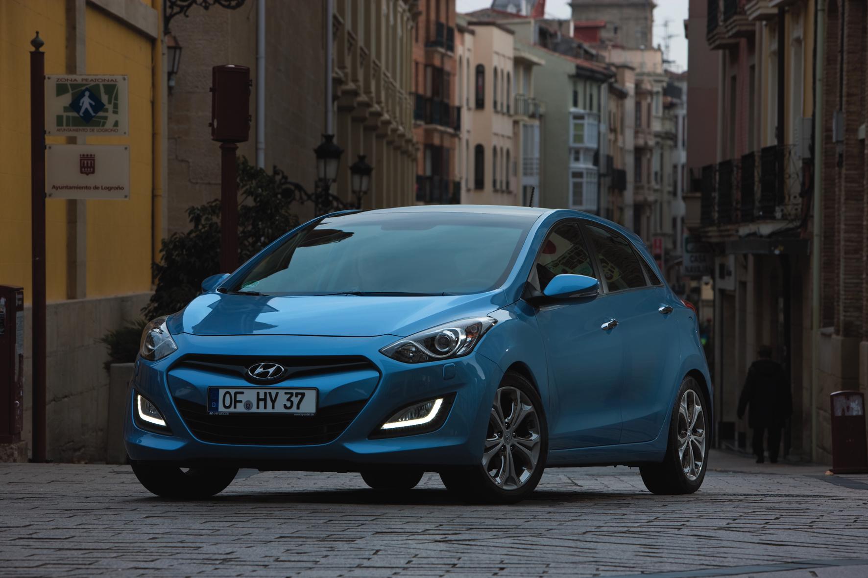mid Düsseldorf - Der Preis ist heiß: Mit einem Internet-Rabatt von 27,4 Prozent ist der Hyundai i30 (Foto) der absolute Liebling der Schnäppchenjäger.