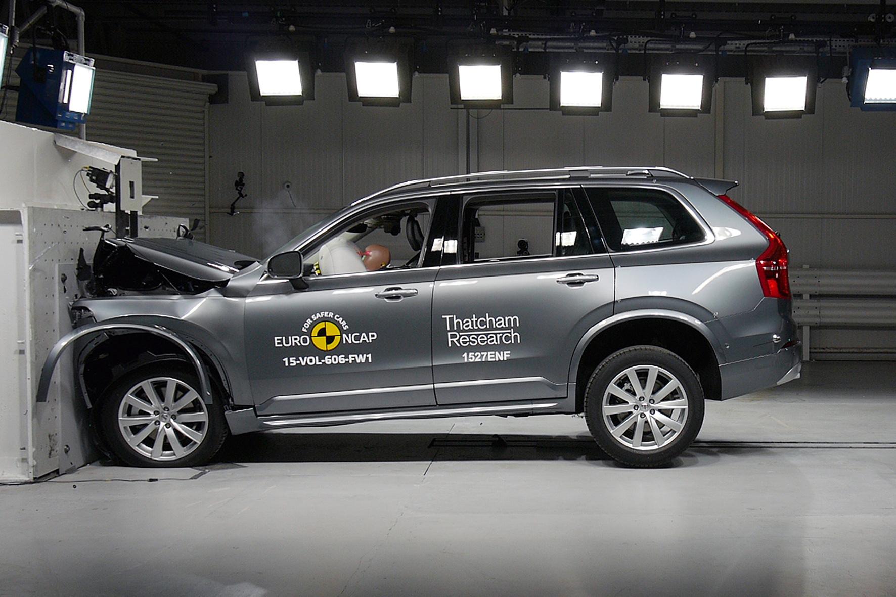 mid Brüssel - Überzeugt beim Crash-Test voll und ganz: der Volvo XC90.