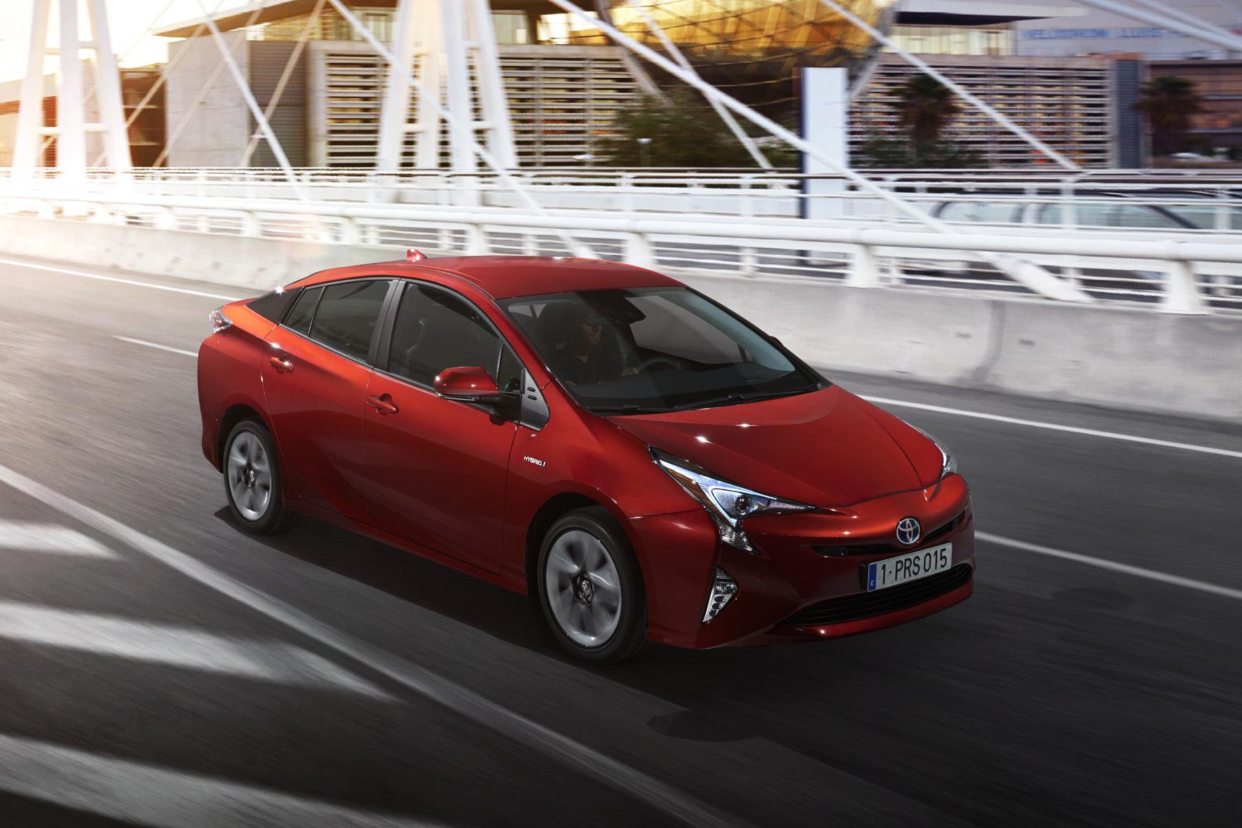mid Düsseldorf - Neue Plattform und neues Gesicht: die vierte Generation des Toyota Prius.