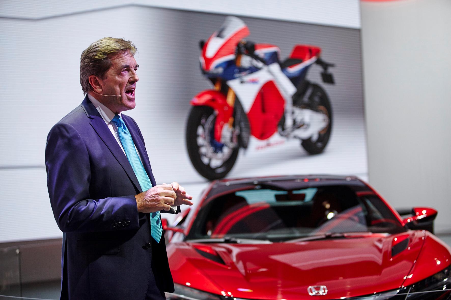 """mid Frankfurt am Main - Hondas Europachef Philip Ross (Foto) sieht das Jahr 2015 als """"Anfang einer vielversprechenden Zukunft für Honda"""". Schaffen wollen die Japaner den Aufschwung mit sportlicheren und zugleich praktischen Fahrzeugen."""
