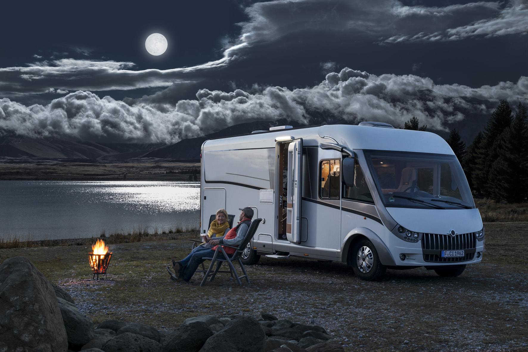 mid Düsseldorf - Wenn die Nächte im Herbst kälter werden, sorgen Klimaanlagen mit Wärmepumpe für wohlige Wärme im Camping-Mobil.