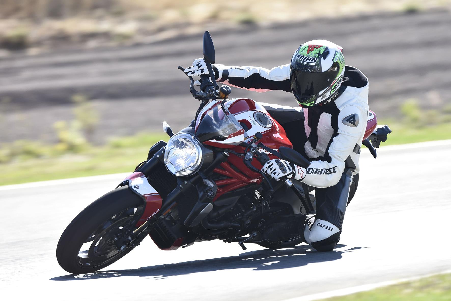 mid Ronda/Spanien - Mit der 1200 R bringt Ducati nun seine bislang stärkste Monster auf die Straße.