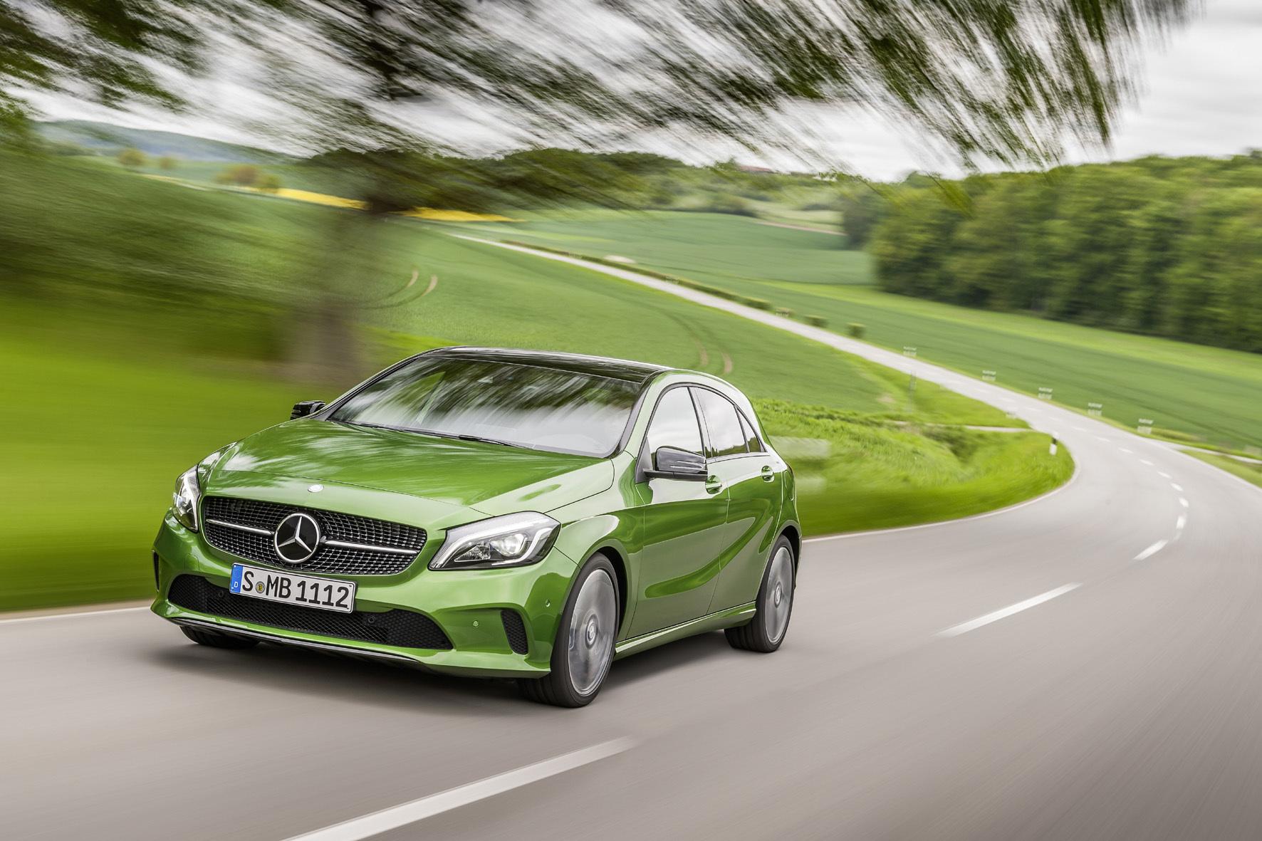 mid Düsseldorf - Alles im grünen Bereich: Dank einer Vielzahl modernere Assistenz-Systeme unterstützt die gerade überarbeitete Mercedes-Benz A-Klasse den Fahrer aktiv dabei, Unfälle zu vermeiden.