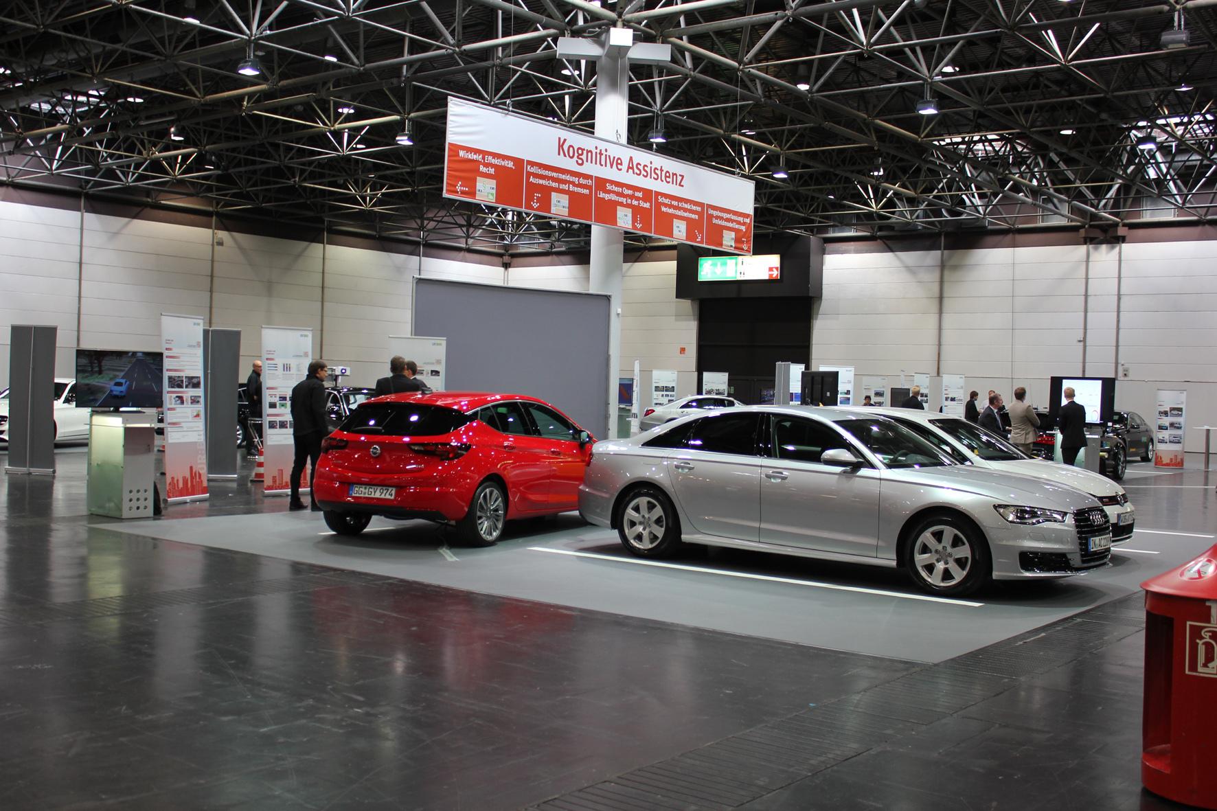 mid Düsseldorf - Gemeinsam stark: Beim Verbundprojekt UR:BAN arbeiten 31 Autobauer, Zulieferer und Forschungsinstitute zusammen um ein Ziel zu erreichen: mehr Sicherheit im Stadtverkehr.
