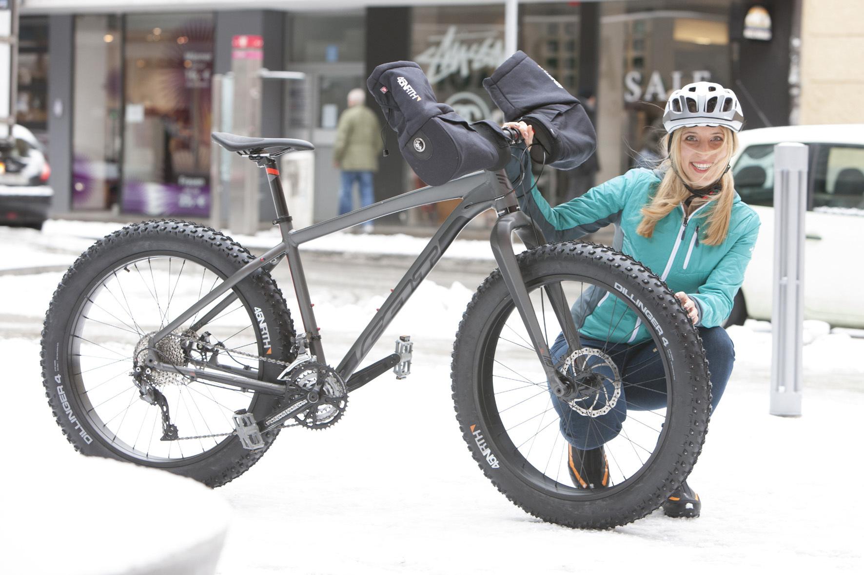 mid Düsseldorf - Ach, Du dickes Ding: Mit Spike-Reifen lassen sich Radfahrer im Winter nicht aufs Glatteis führen.