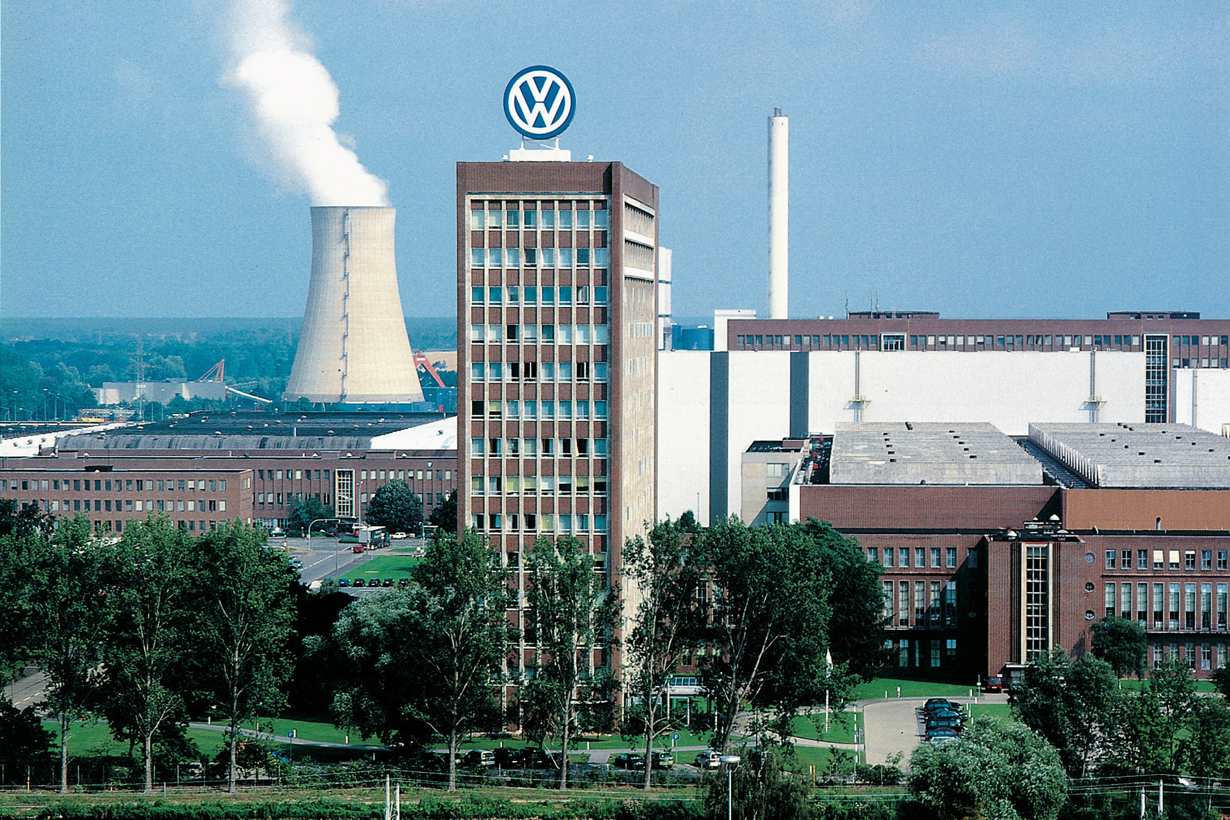 mid Düsseldorf - In Wolfsburg weht ein neuer Wind: VW hat die Entwicklungsziele für die künftige Diesel-Technologie, den Elektro-Antrieb und den neuen Phaeton neu definiert.