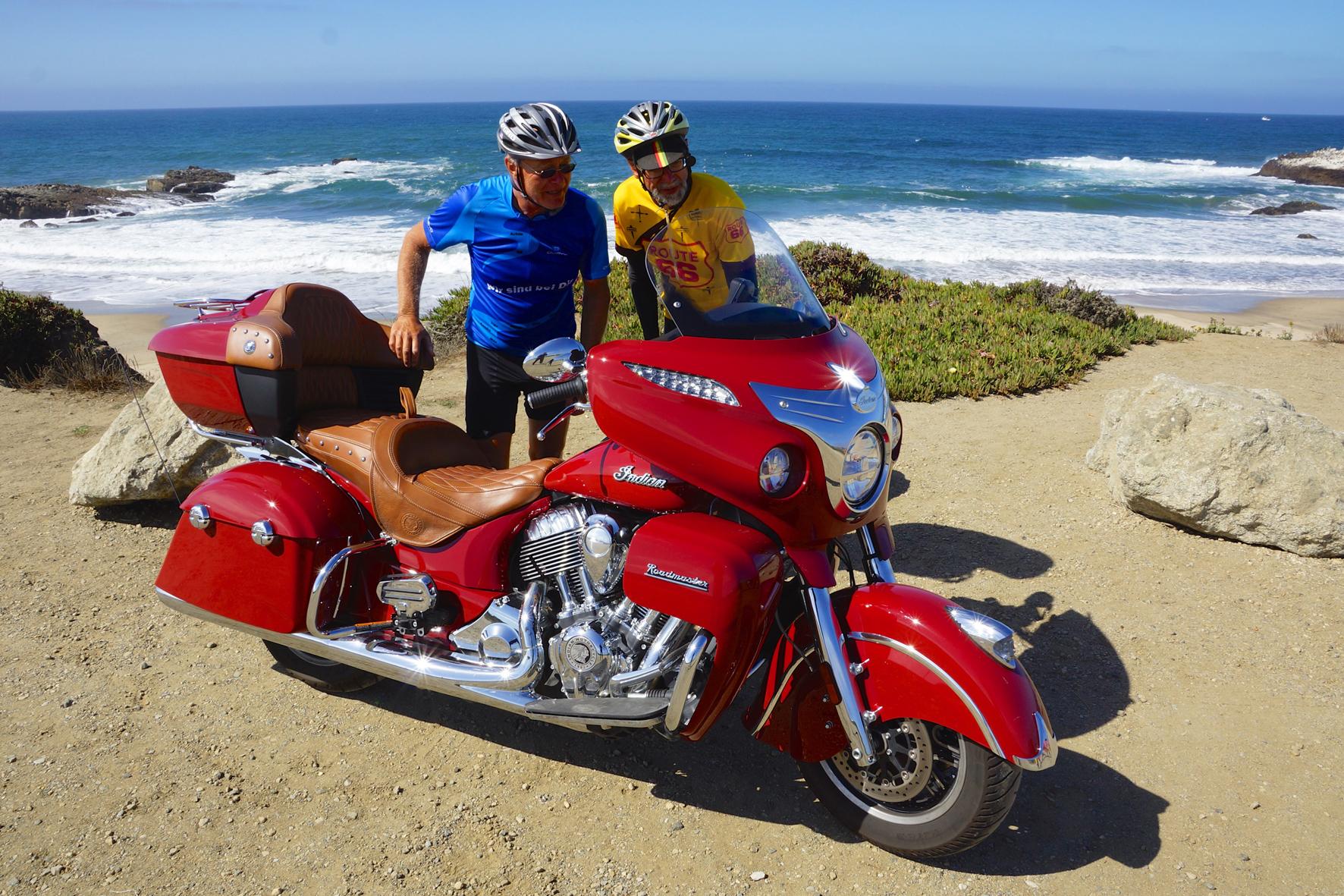 mid San Francisco - Ein Koloss von Motorrad mit äußerst ansprechender Verpackung: Die Indian Roadmaster sorgte auf dem kalifornischen Highway No. 1 für staunende Gesichter.